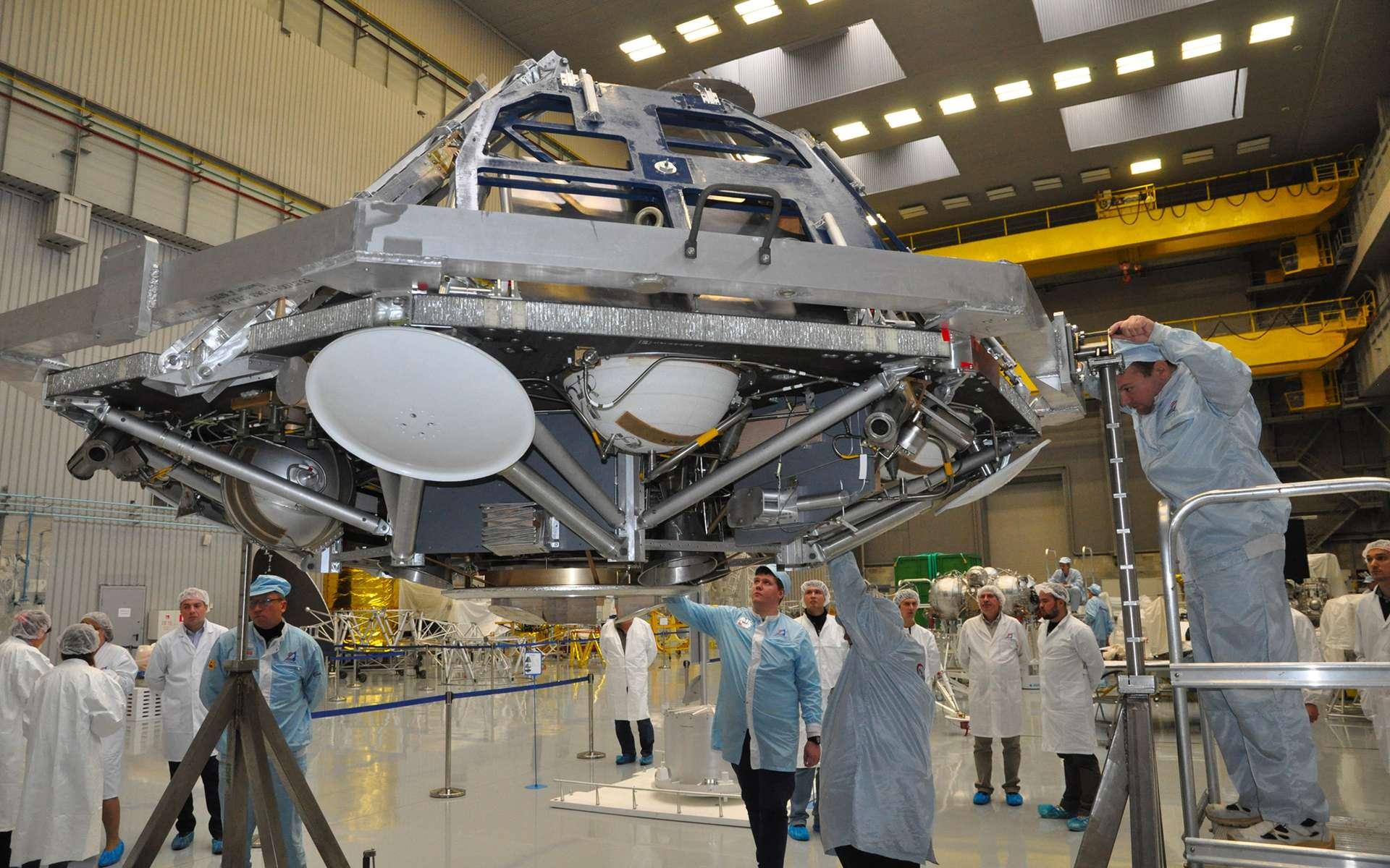 Modèle d'essai à l'échelle 1 de la plateforme d'atterrissage de la mission ExoMars 2020. © Lavochkin Association