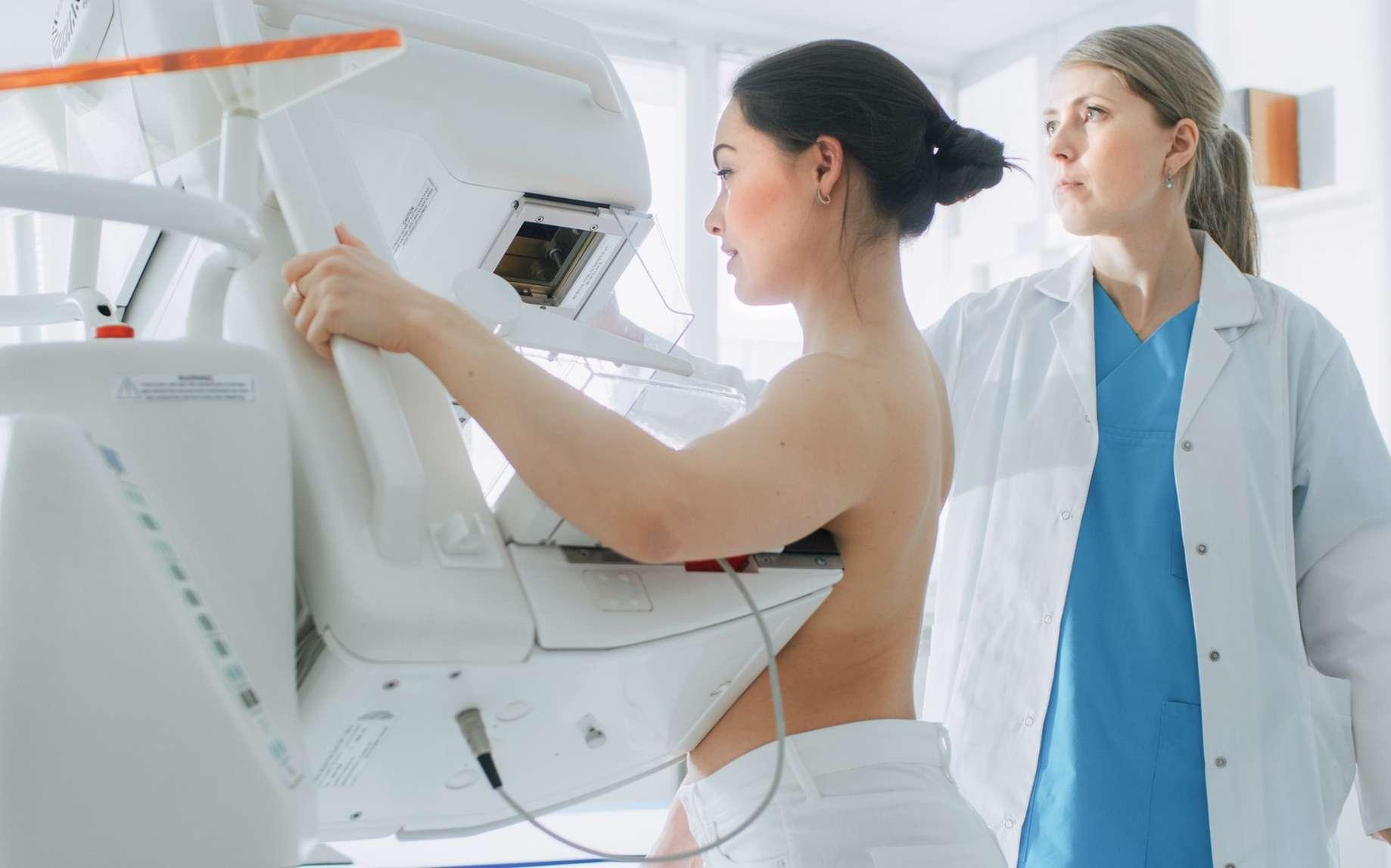 La mammographie consiste en une radiographie du sein. © Gorodenkoff, Fotolia