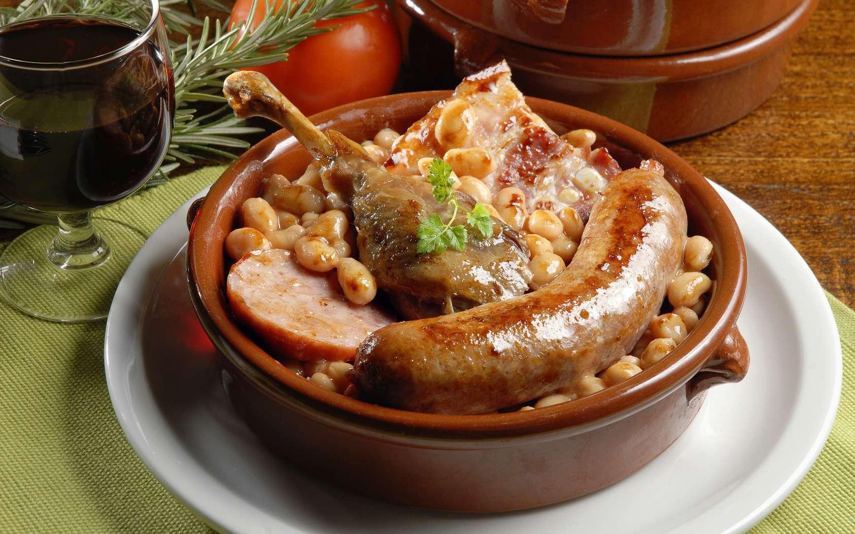 La saucisse de Toulouse peut garnir le cassoulet ou s'accompagner de tout autre type de légumes. © SOLLUB, Fotolia