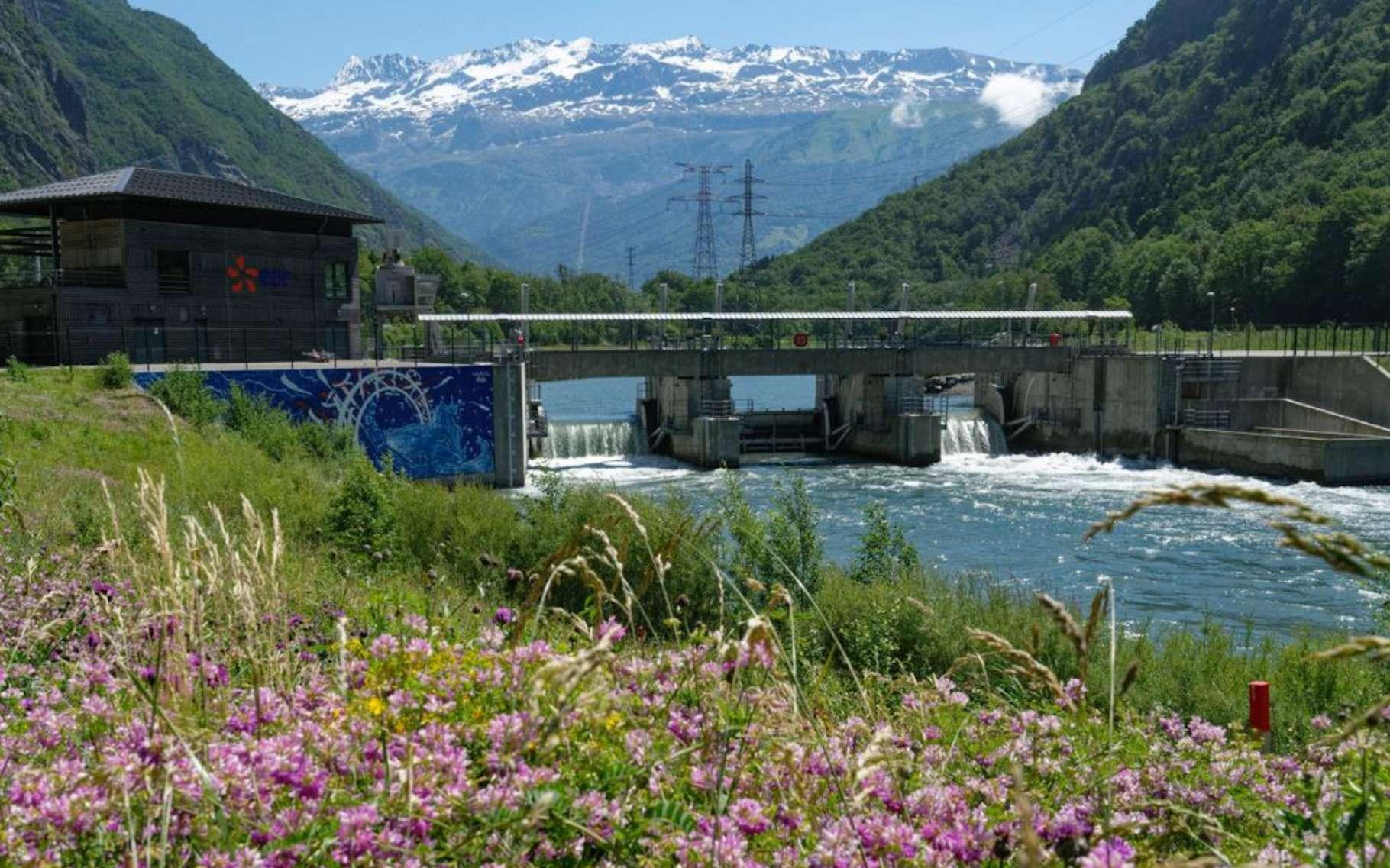 Seuls le barrage et les ouvrages de restitution de l'eau du nouvel aménagement hydroélectrique de Romanche Gavet sont visibles. Le reste est entièrement souterrain. © Christophe Huret, EDF