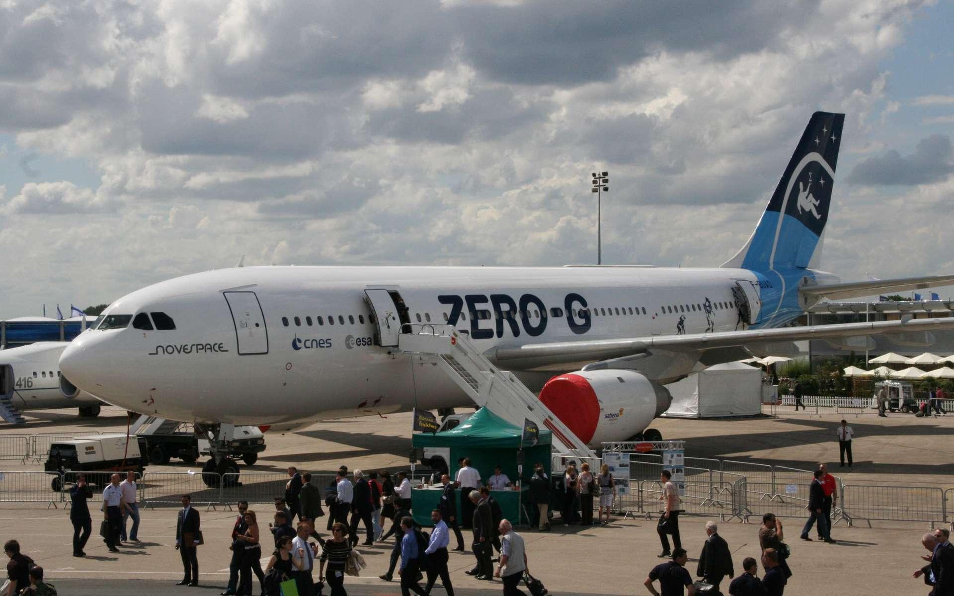 Après avoir utilisé une Caravelle, Novespace exploite depuis 1996 un Airbus A300, aujourd'hui le plus gros appareil zéro g du monde. Avec une surface d'expérimentation de 100 m2, correspondant à un volume de 300 m3, l'intérieur de l'A300 est bien plus grand que celui de la Caravelle ou même de ses concurrents américains (KC-135) et russes (Illiouchine-76). Il sera une nouvelle fois présenté au grand public, lors du Salon du Bourget du 20 au 26 juin. © Rémy Decourt