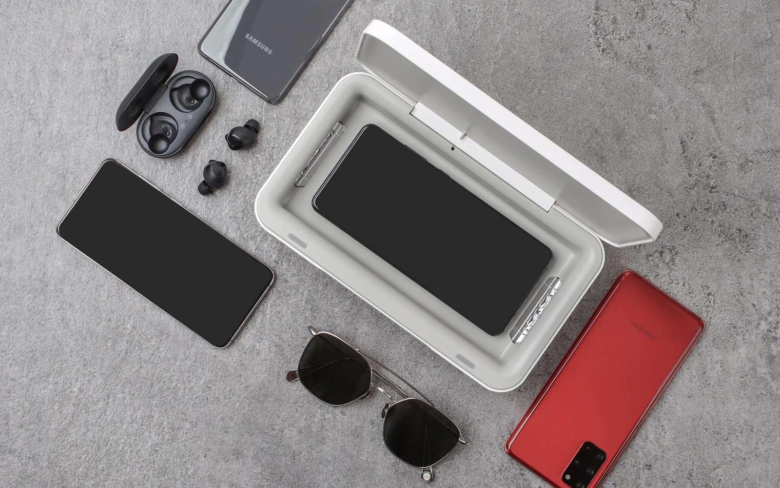 Ce chargeur sans fil accepte tous les smartphones et même des objets du quotidien. © Samsung