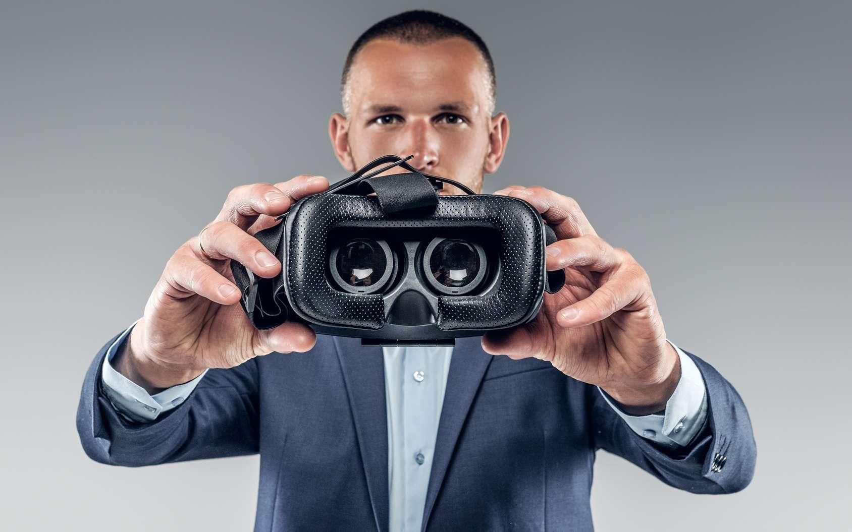 En immergeant la personne dans le quotidien d'un sans-abri, la réalité virtuelle peut davantage stimuler l'empathie qu'un texte ou un contenu en 2D. © Fxquadro, Fotolia