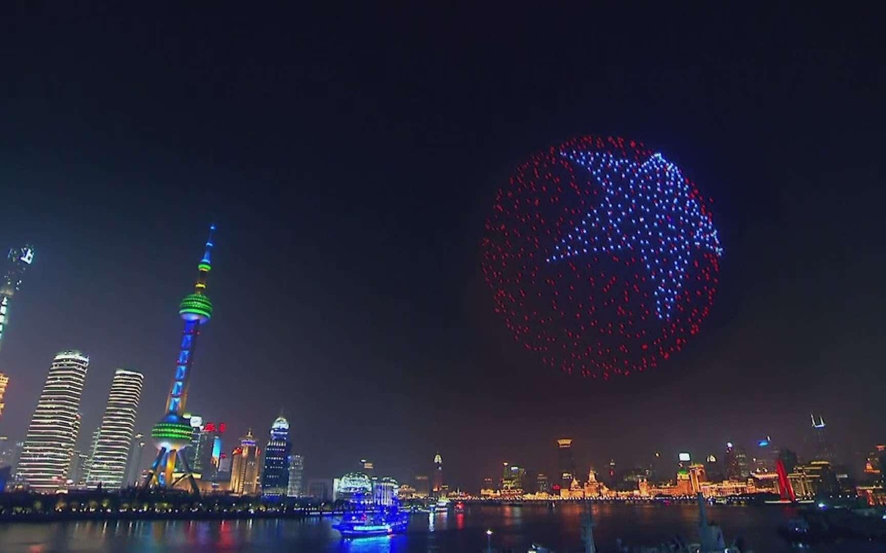 Drôle de tech : les drones illuminent le Nouvel An, une Lamborghini sortie d'une imprimante 3D et un cambrioleur aspirateur