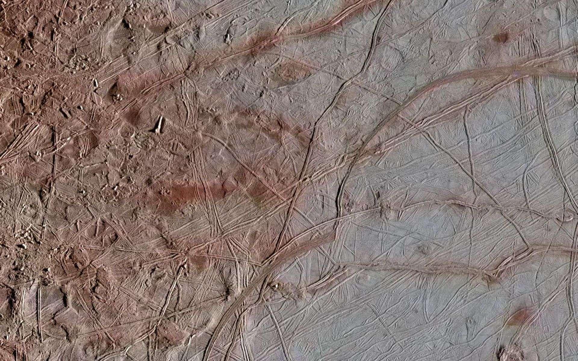 La Nasa publie les images les plus détaillées de l'étrange surface d'Europe, lune glacée de Jupiter
