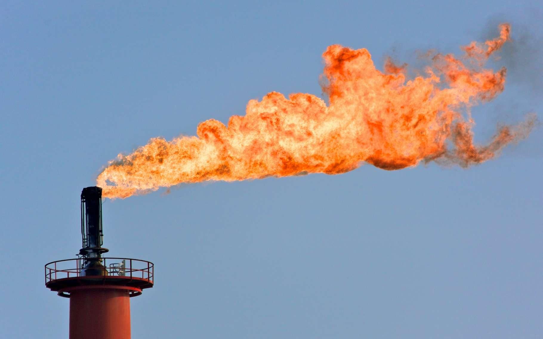 Les raffineries de pétrole continuent d'émettre de plus en plus de CO2. © DreanA, Adobe Stock