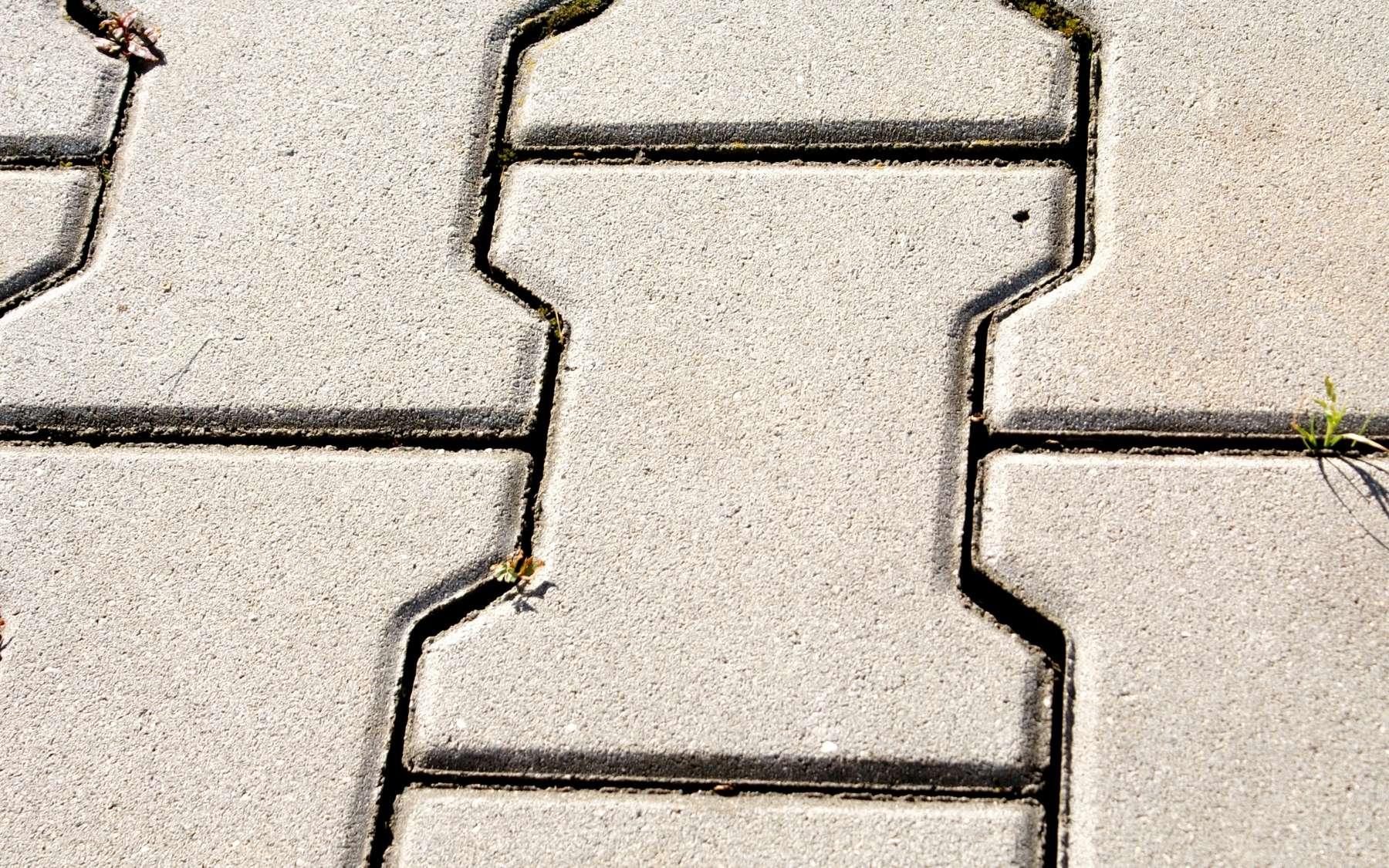 Le pavé autobloquant est un revêtement traditionnellement en forme de I. © HonzaXJ, CC BY-SA 3.0, Wikimedia Commons