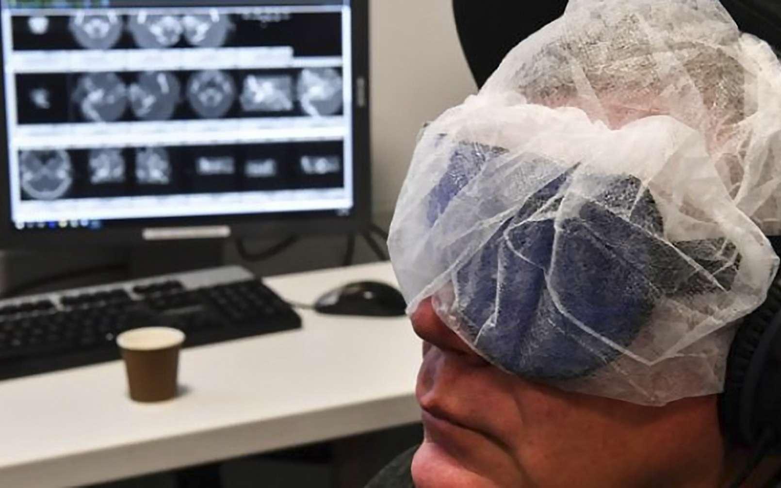 Un dispositif d'hypnose connecté en test au CHU de Lille visant à réduire le stress lors d'interventions jugées délicates. © Denis Charlet, AFP