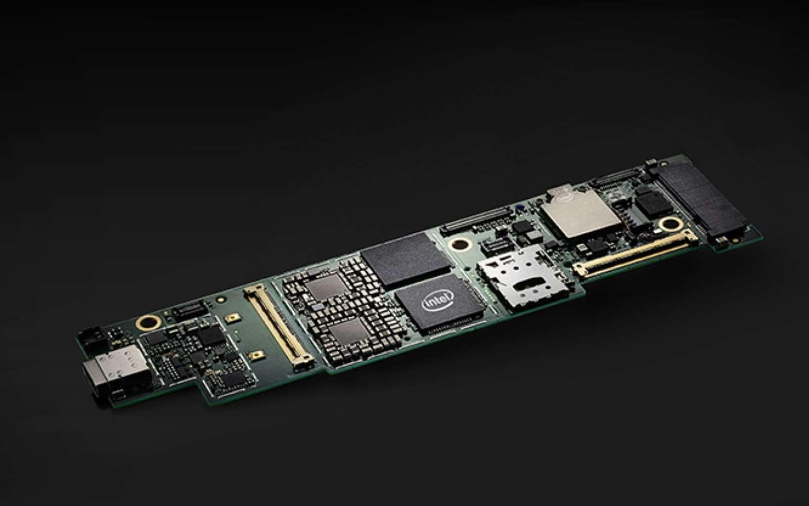 Plus qu'un processeur, Lakefield rassemble tous les éléments d'un ordinateur sur une mini carte mère. © Intel