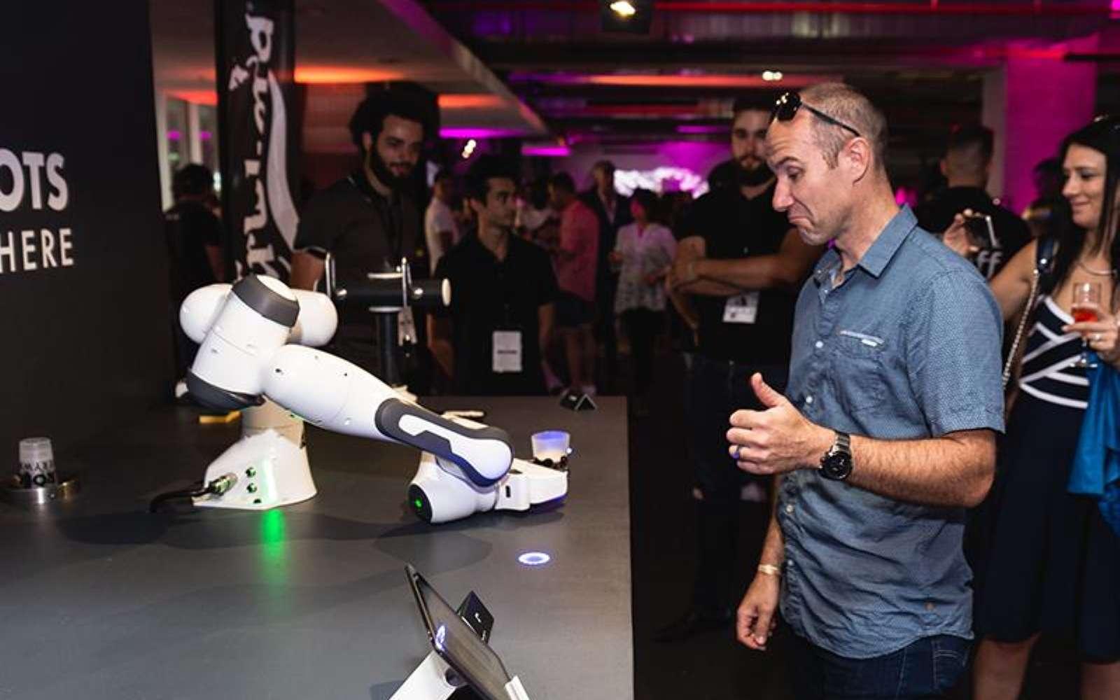 Le robot barman a fait ses premières armes lors d'un concert de musique à Nice en juillet 2018. © Majordam