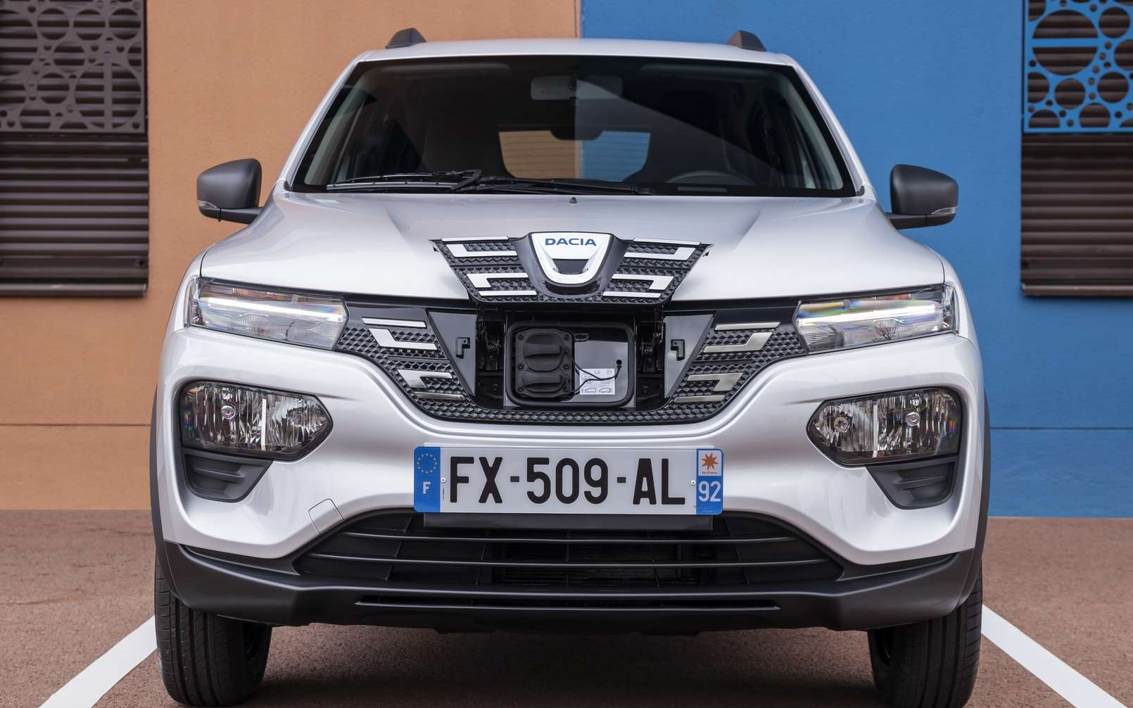 La Dacia Spring sera disponible à partir de cet automne. Les clients ayant précommandé la version Confort Plus se verront offrir l'équivalent de 2 000 km de recharge. © Renault