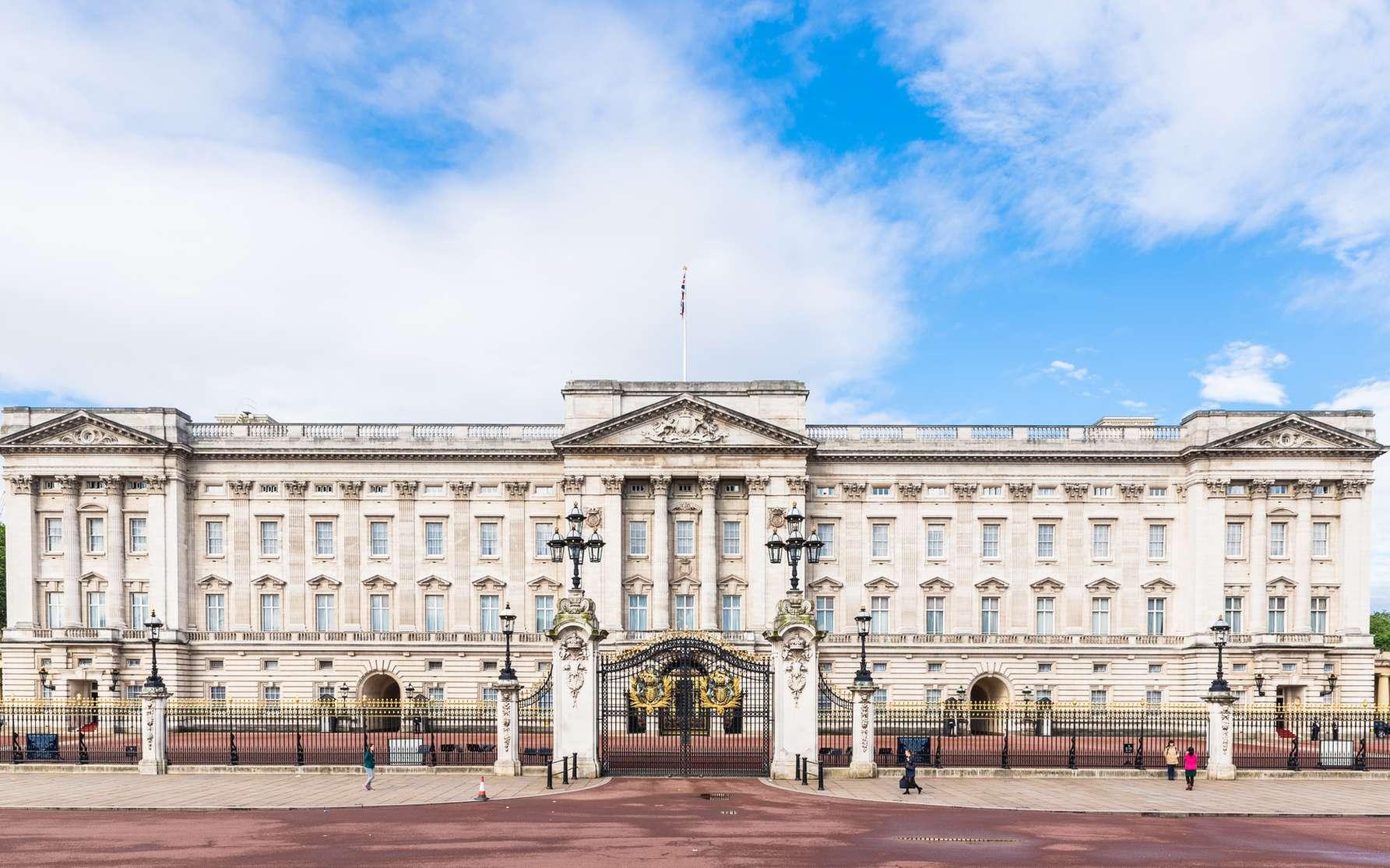 Le Buckingham Palace de Londres et le mémorial de la Reine Victoria. © oben901, fotolia