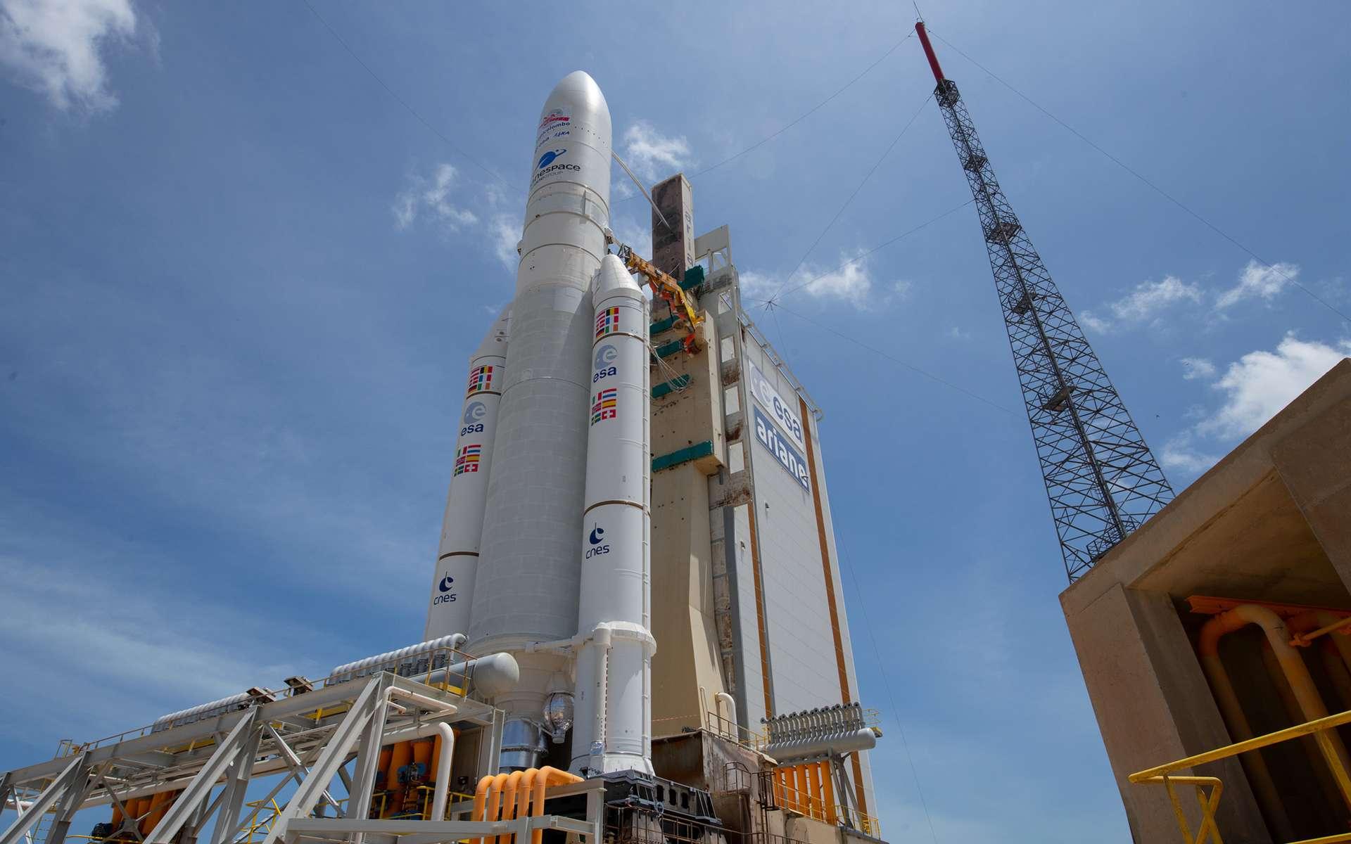 Une Ariane 5 sur son pas de tir du Centre spatial guyanais. © ESA, S. Corvaja