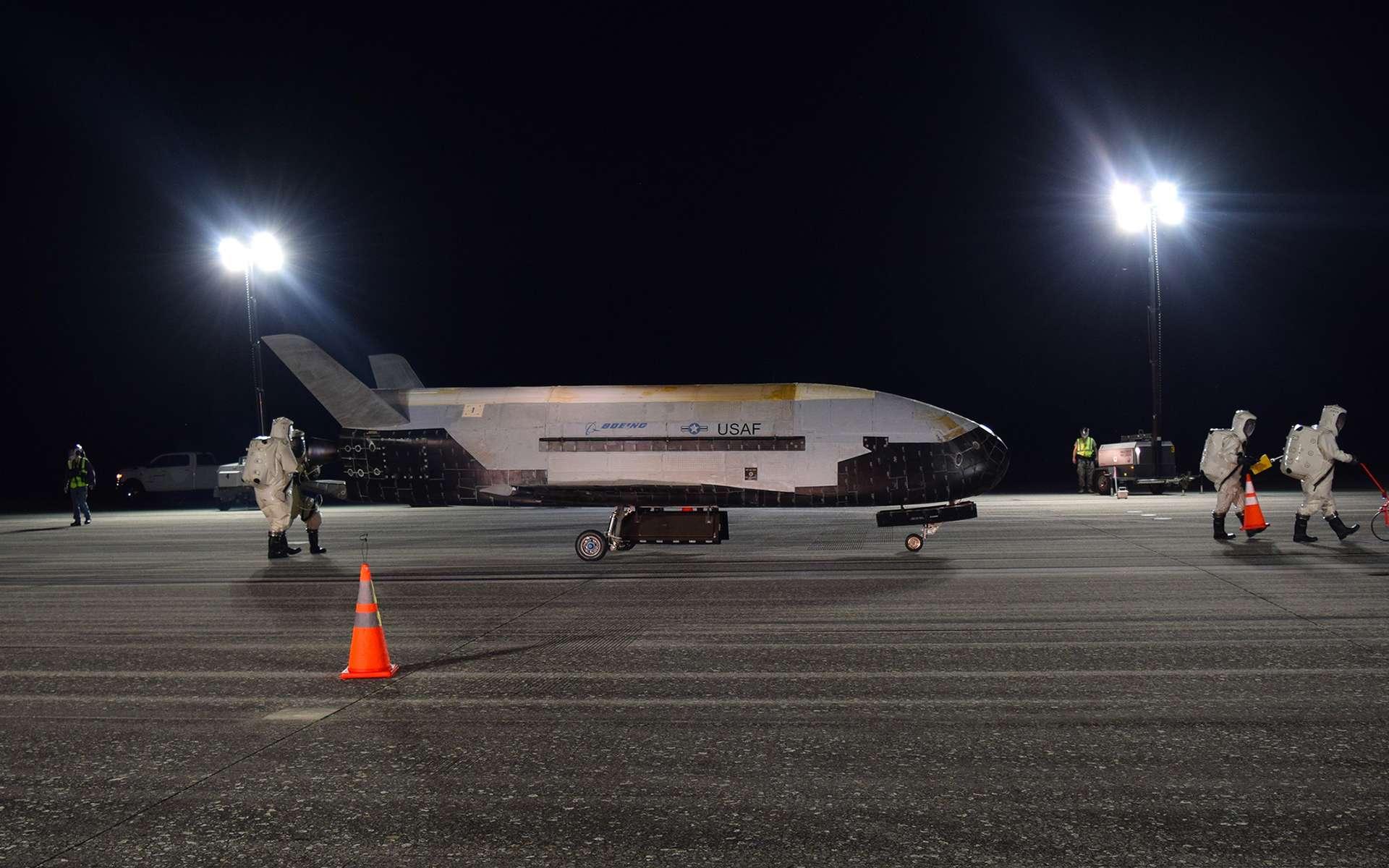 Le X37B, de retour de sa cinquième mission avec à la clé un record de durée : 780 jours en orbite ! © Air Force, Jeremy Webster