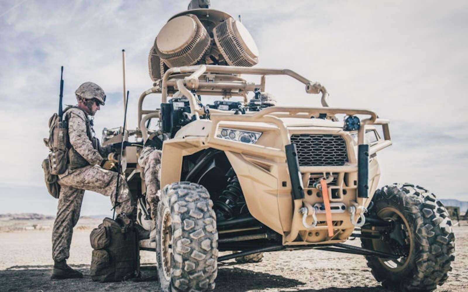Le LMADIS est habituellement utilisé en version terrestre avec deux véhicules. L'un est doté des équipements de détection et de brouillage, l'autre sert de centre de commandement. © U.S. Marine Corps / Lance CPL. Dalton S. Swanbeck
