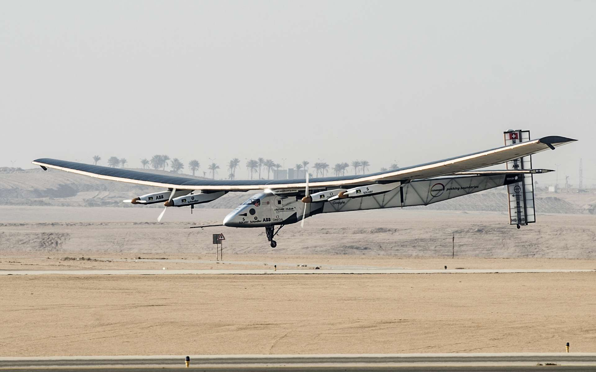 Solar Impulse : l'avion solaire qui a réussi un tour du monde à la seule énergie photovoltaïque. L'exploit, aéronautique et humain, montre que l'énergie solaire peut être utilisée là où on ne l'attendait pas. © AFP Photo, Khaled Desouki
