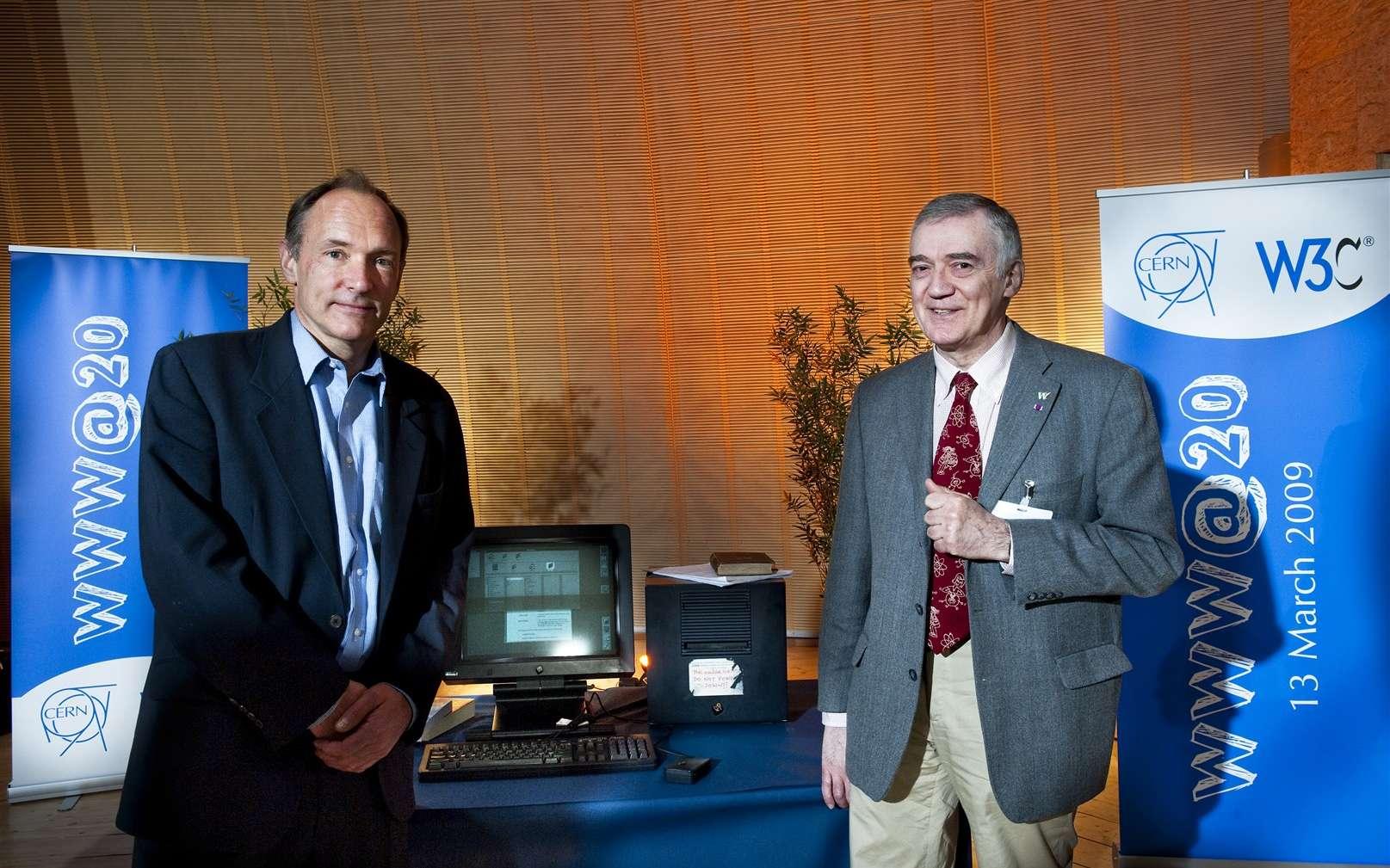 De gauche à droite, Tim Berners-Lee et Robert Cailliau, les deux pionniers du WWW lors de son vingtième anniversaire au Cern. © Cern