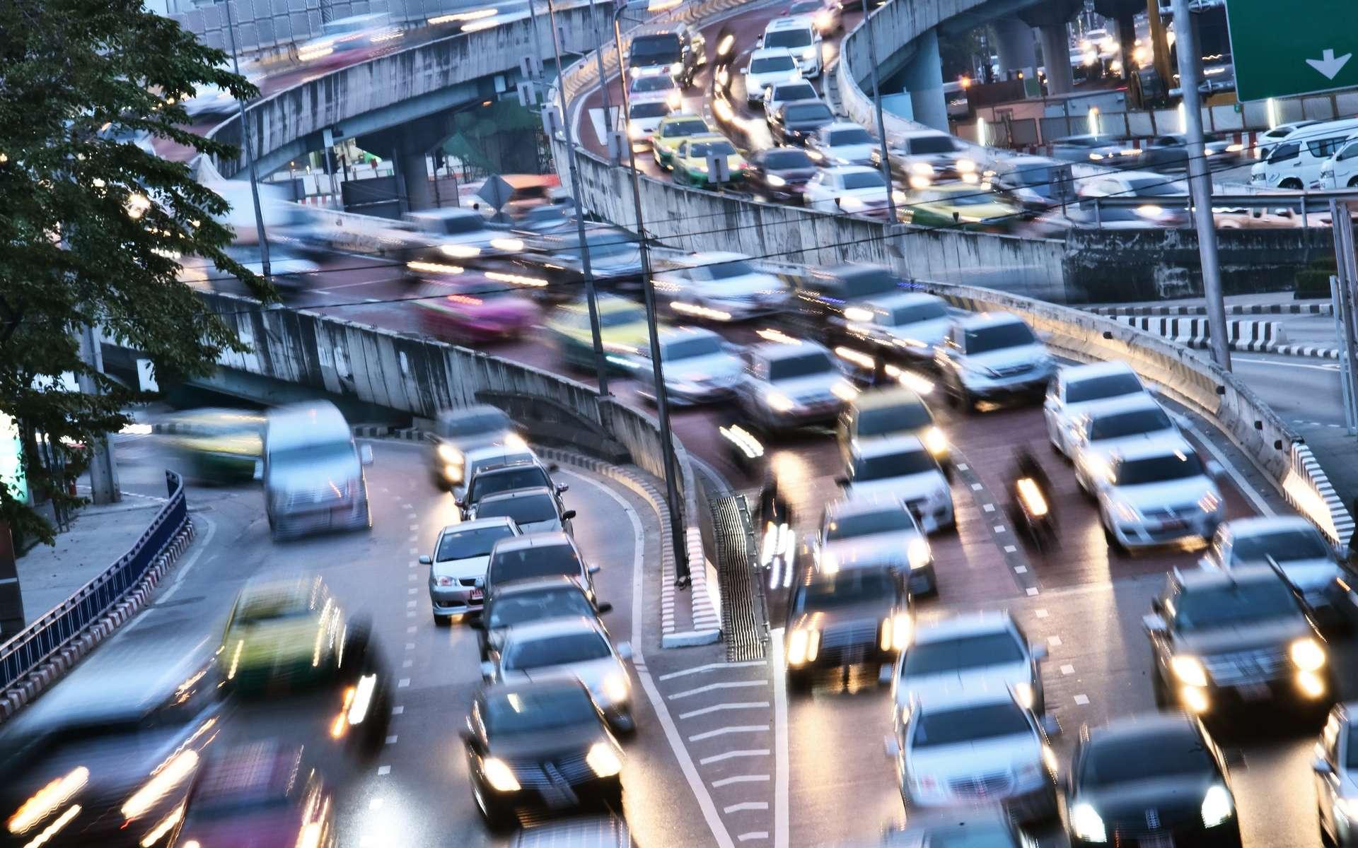 Limiter la vitesse en ville à 30 km/h : quel impact sur la pollution ? © monticellllo, Adobe Stock