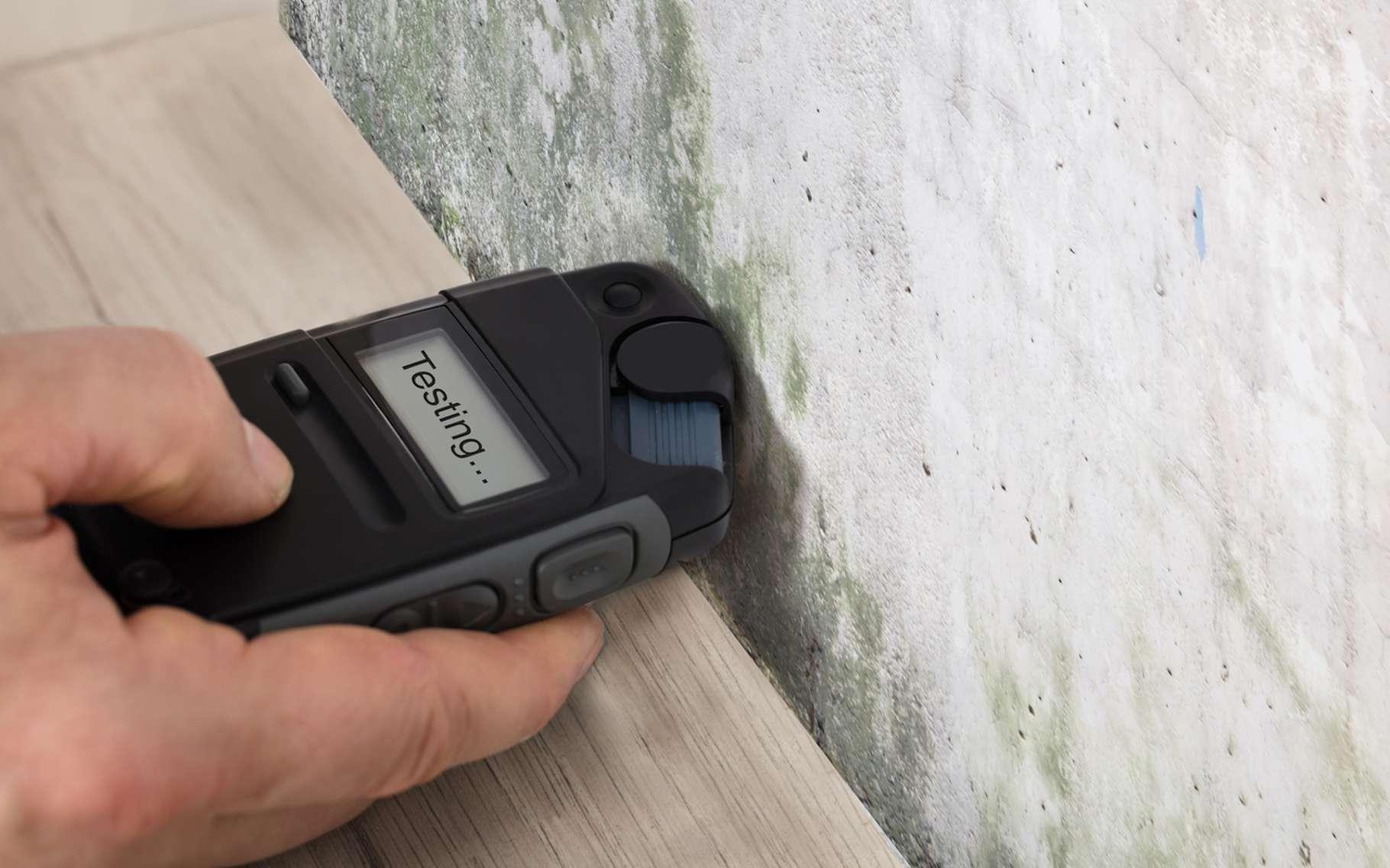 L'humidité peut être la cause de dégâts dans une maison. Un capteur d'humidité permet de poser un diagnostic. © Andrey Popov, Fotolia