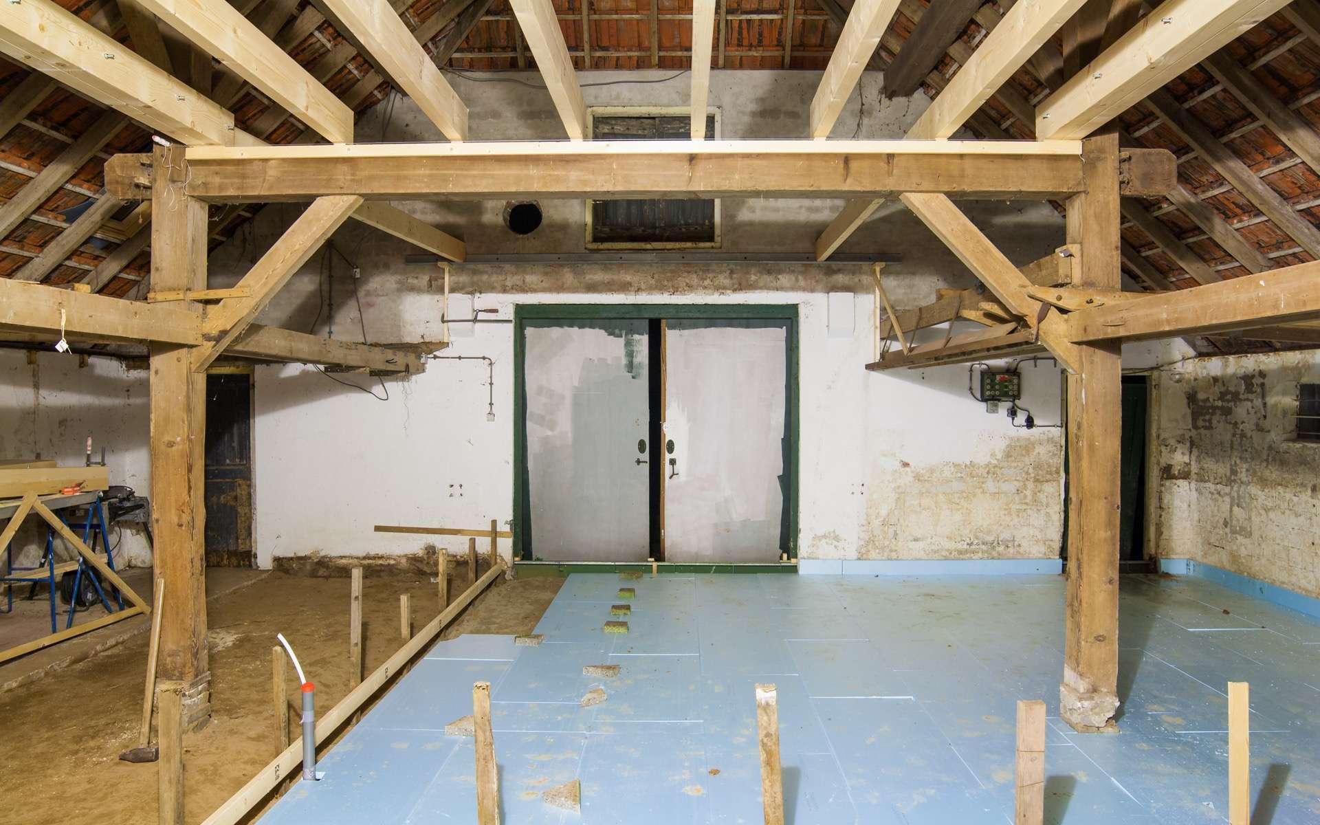 La contre-cloison se monte sur les murs intérieurs, par exemple dans le cadre de la rénovation d'un bâtiment. © Leandervasse, Adobe Stock