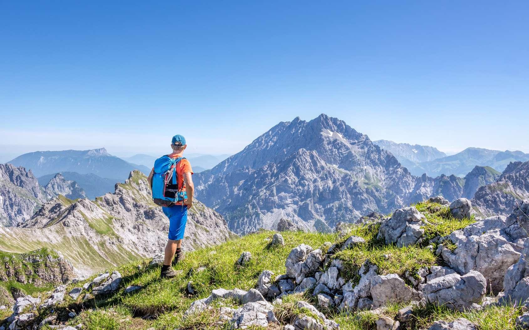 Dans des massifs comme les Alpes (ici, photo prise en Autriche), l'Himalaya ou les Andes, il est assez facile, lors d'une randonnée, de dépasser les 3.500 m. Il faut alors rester vigilant aux symptômes du mal aigu des montagnes. © mRGB, Fotolia