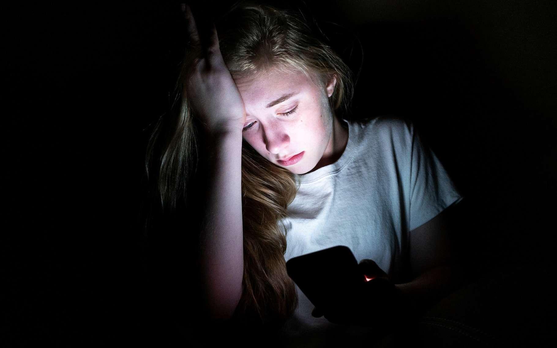 À partir de données recueillies auprès de 300.000 adolescents et leurs parents, des chercheurs concluent à une corrélation négative certes, mais extrêmement faible, entre temps d'écran et bien-être. © Brian, Fotolia