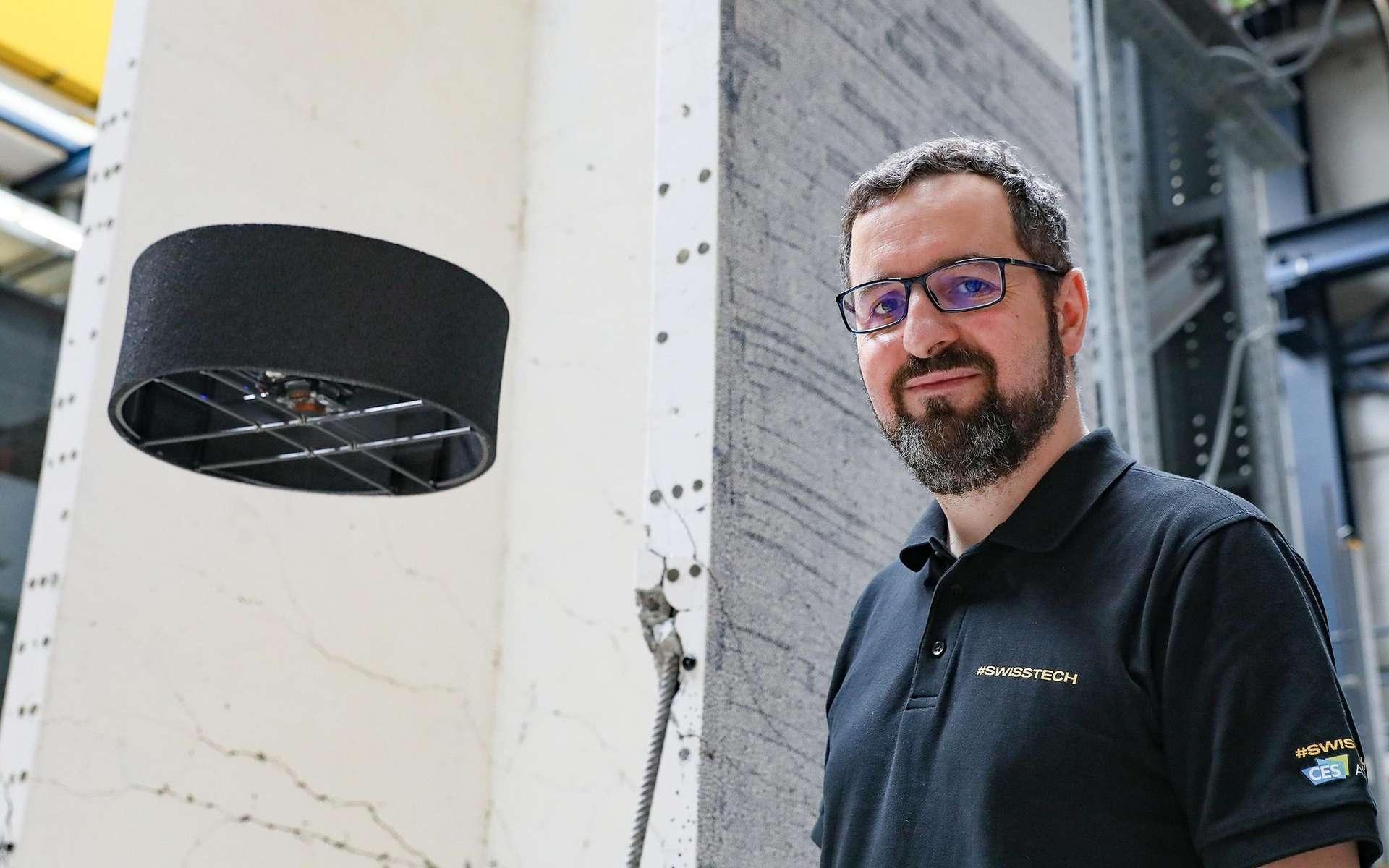 Le drone de Flybotic est allégé de deux moteurs et son système d'hélices contrarotatif permet d'économiser de l'énergie. Il multiplie par deux l'autonomie. © Flybotic