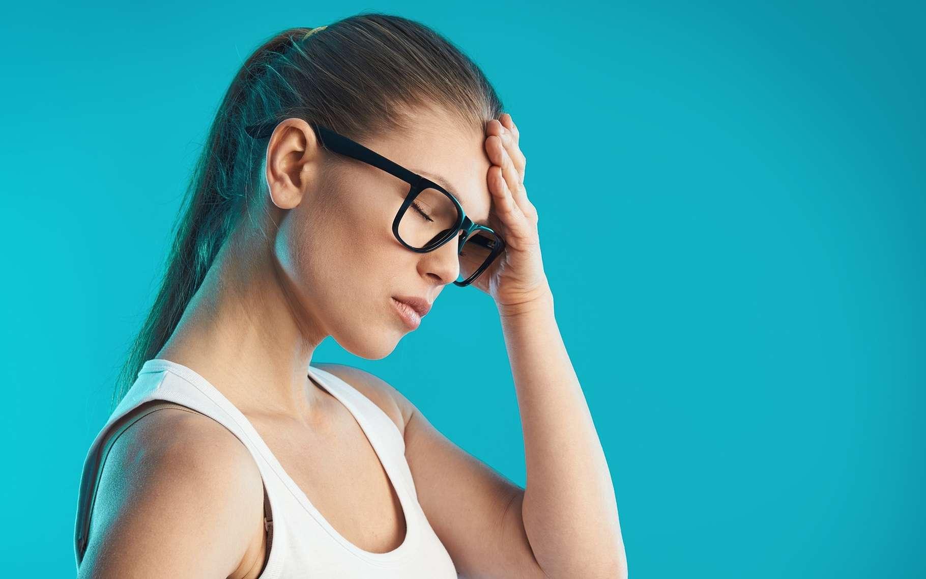 Le mal de tête est le symptôme de différentes pathologies : migraine, traumatisme crânien, AVC… © Stasique, Shutterstock