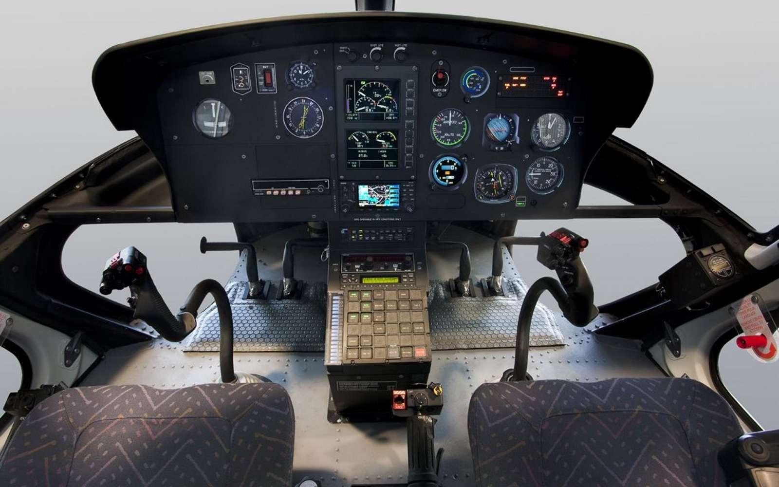 L'Écureuil, autrement appelé H125 est capable d'embarquer jusqu'à cinq passagers. Utilisé par l'armée, les secours, il permet aussi de faire des baptêmes de l'air ou du tourisme aérien à plusieurs de façon économique. © Éric Raz, Airbus