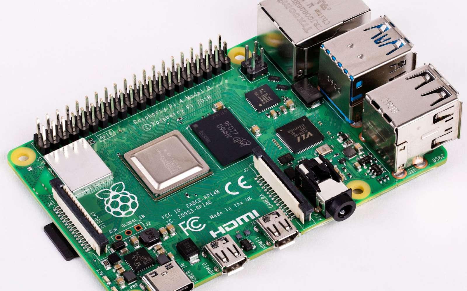 Sur une surface extrêmement réduite, se trouvent les connecteurs vidéo, réseaux et USB, mais aussi du Wi-Fi, jusqu'à 4 Go de mémoire vive et un processeur performant. © Raspberry