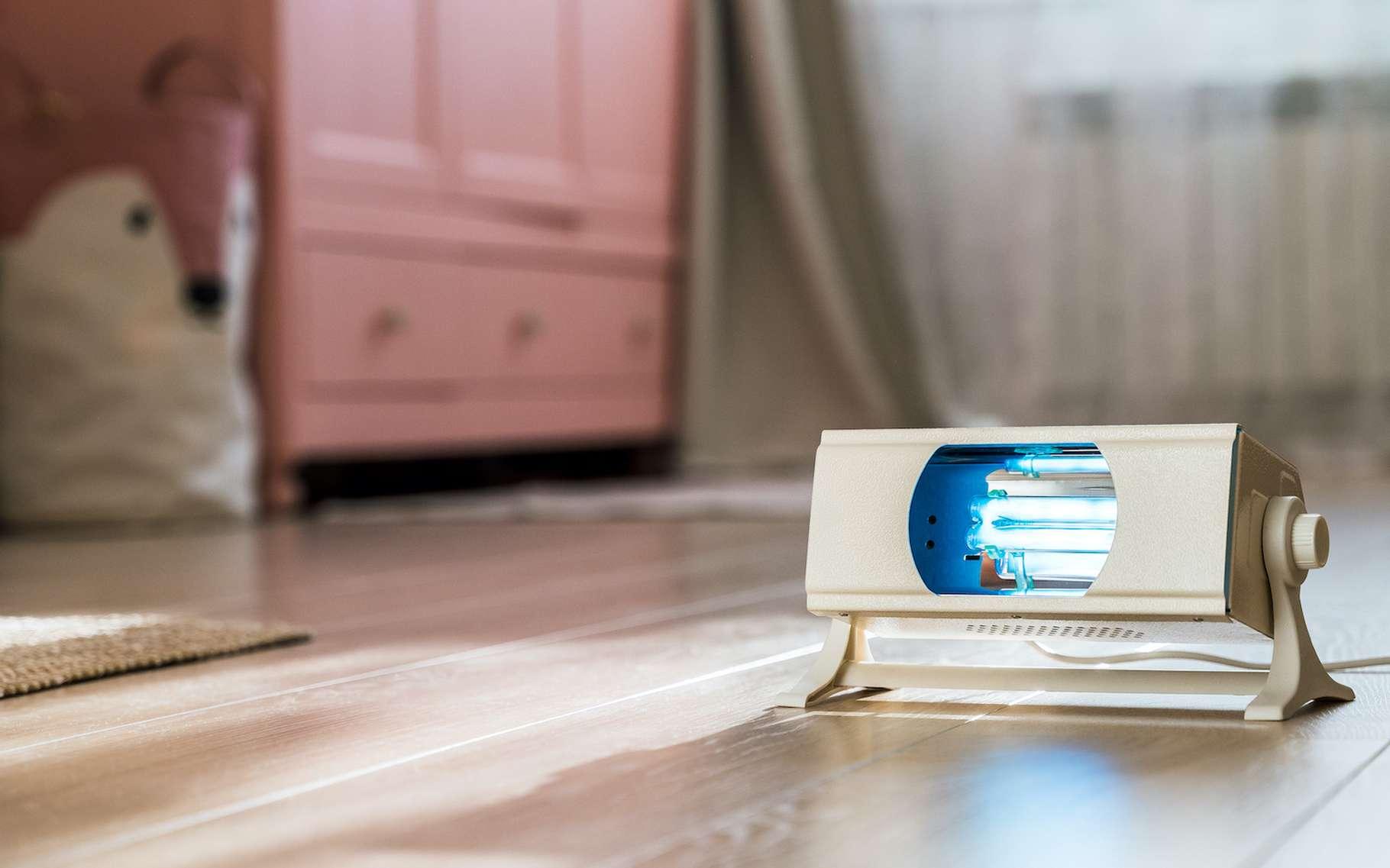 Des chercheurs de l'université de Penn State (États-Unis) semblent avoir trouvé une solution technique pour produire des appareils à UV portables capables de désinfecter les surfaces souillées par le coronavirus — et d'autres virus. © Galina Geier, Adobe Stock