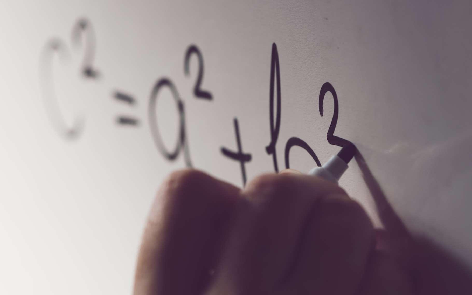 Le théorème de Pythagore est enseigné au collège. Il permet de calculer la longueur d'un côté d'un triangle rectangle ou de savoir, connaissant les longueurs de ses côtés, si un triangle est rectangle. © Bits and Splits, Fotolia