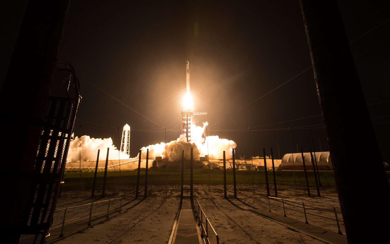 Le lanceur Flacon 9 a décollé ce vendredi 23 avril 2021 à 11 h 49 du centre spatial Kennedy (États-Unis) emportant la capsule Crew Dragon vers la Station spatiale internationale (ISS). À son bord, Thomas Pesquet et trois autres astronautes. © Nasa