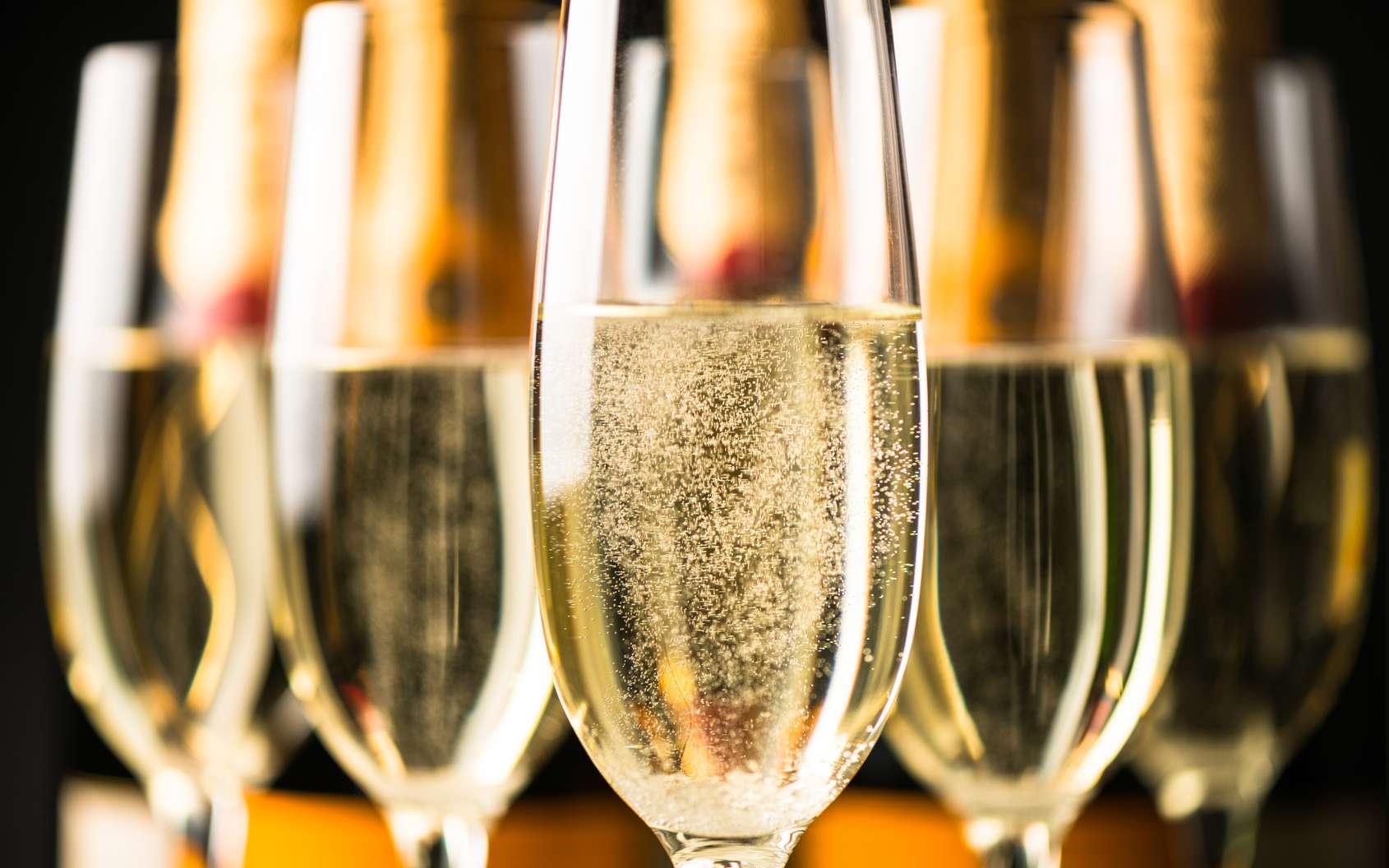 Une coupe de champagne de 0,1 litre libère environ 20 millions de bulles. © Eric Hood, fotolia
