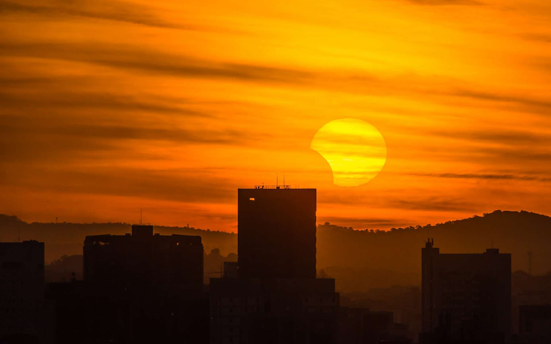 Une éclipse partielle du Soleil sera visible en France le 10 juin : comment l'observer ?