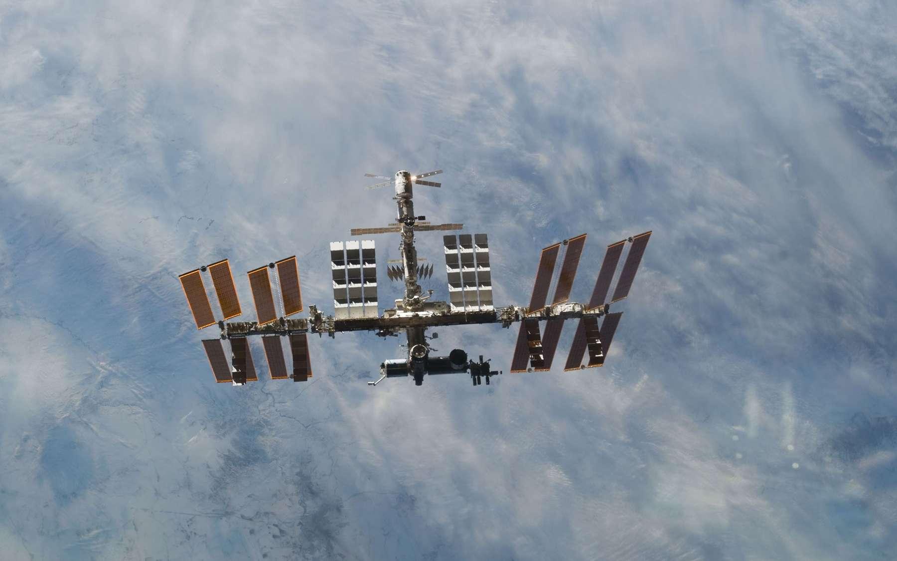La Station spatiale internationale vue depuis une navette spatiale en mars 2011. © Nasa