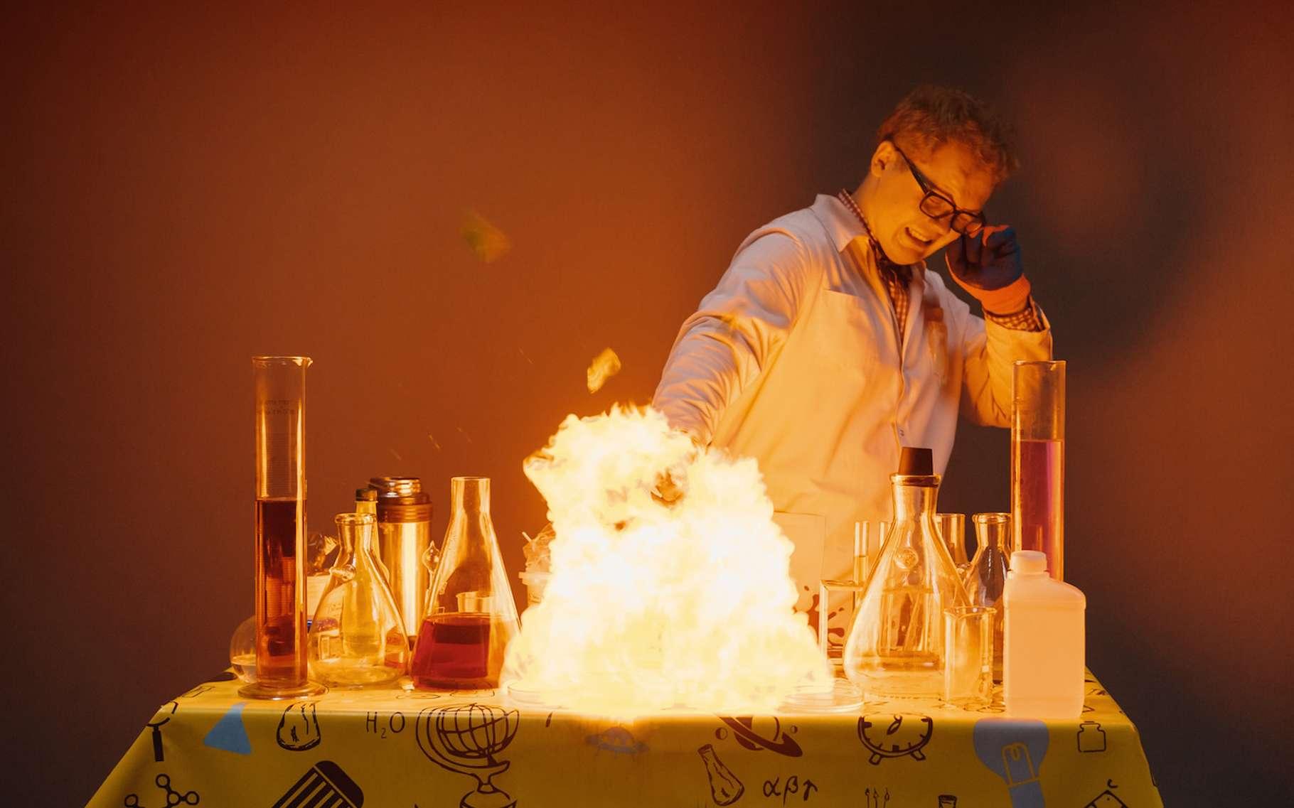 Au cours d'une réaction chimique, de l'enthalpie est absorbée ou, comme ici, rejetée. © nastenka_peka, Fotolia