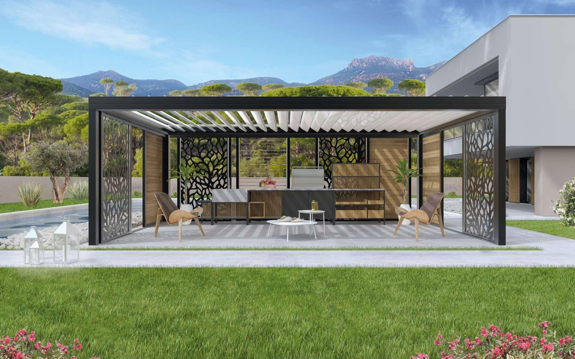 Véritable espace de vie, la pergola bioclimatique permet de profiter pleinement du jardin. Personnalisable, le modèle Biodesign d'Eléance peut couvrir une surface de 35 m2 sans avoir recours à des poteaux intermédiaires. © Eléance