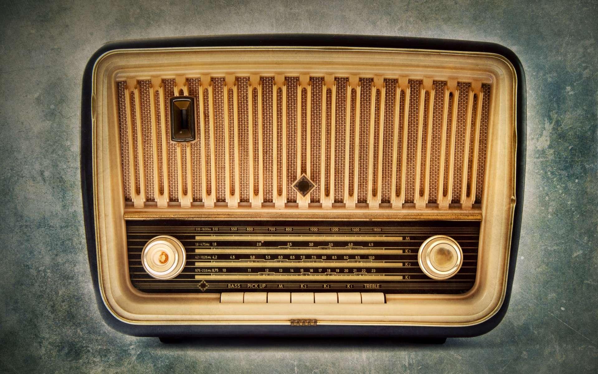 Durant la seconde guerre mondiale, des messages codés pour les réseaux de la résistance française étaient diffusés depuis Radio Londres, sur la BBC. © Stillkost, Adobe Stock