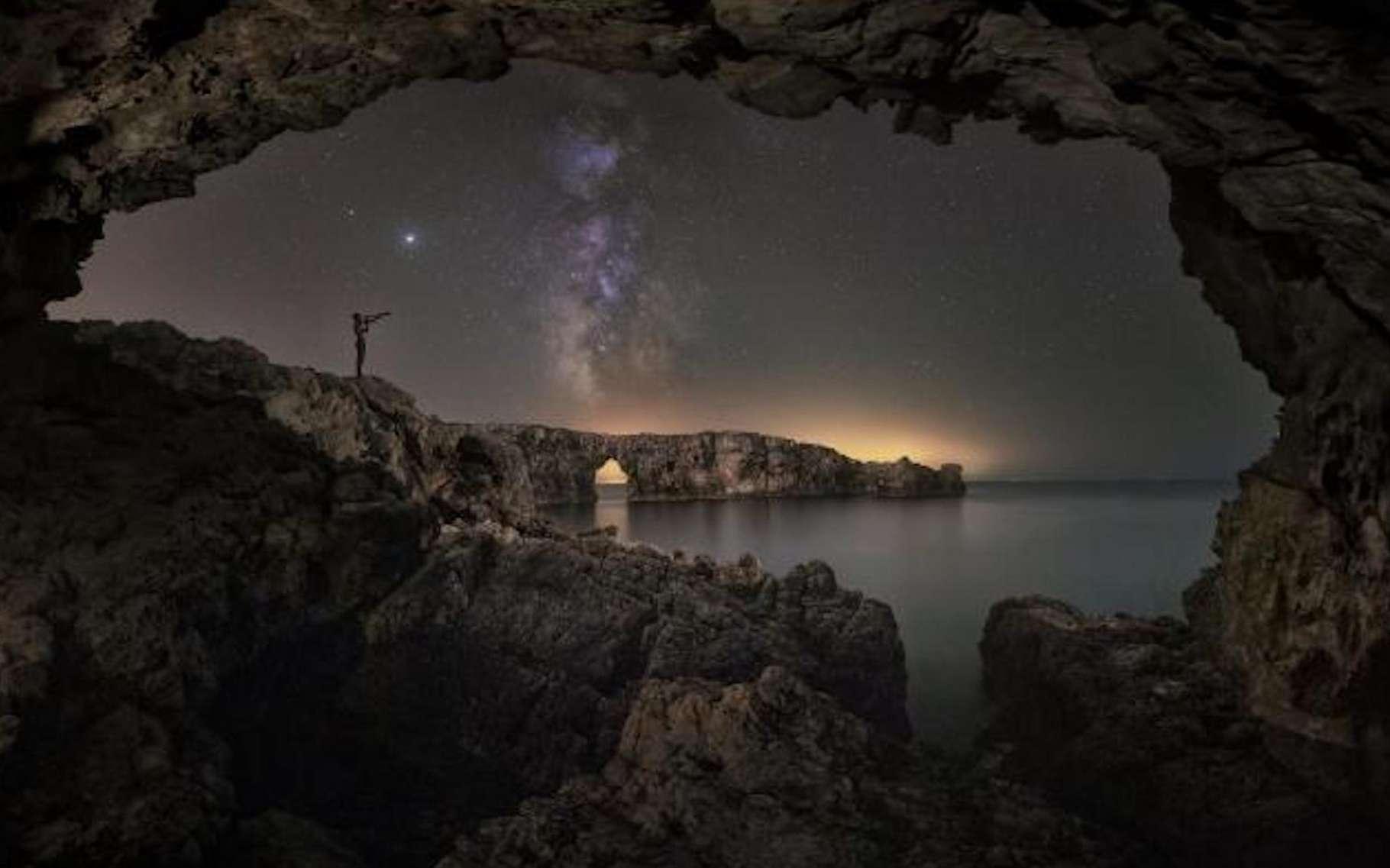 Depuis la nuit des temps, les hommes lèvent les yeux au ciel. Pour y découvrir des spectacles toujours plus grandioses. © Antoni Cladera Barcelo, Astronomy Photagrapher of the Year 2021