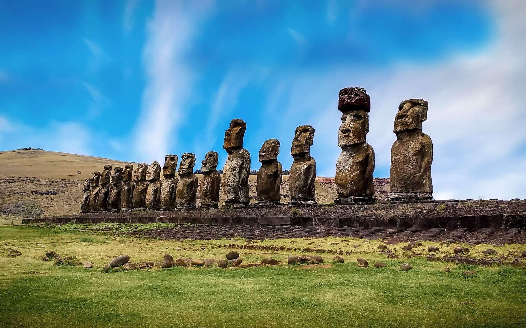 Les Moaï, statues géantes de l'île de Pâques. © Walkerssk, Pixabay, DP