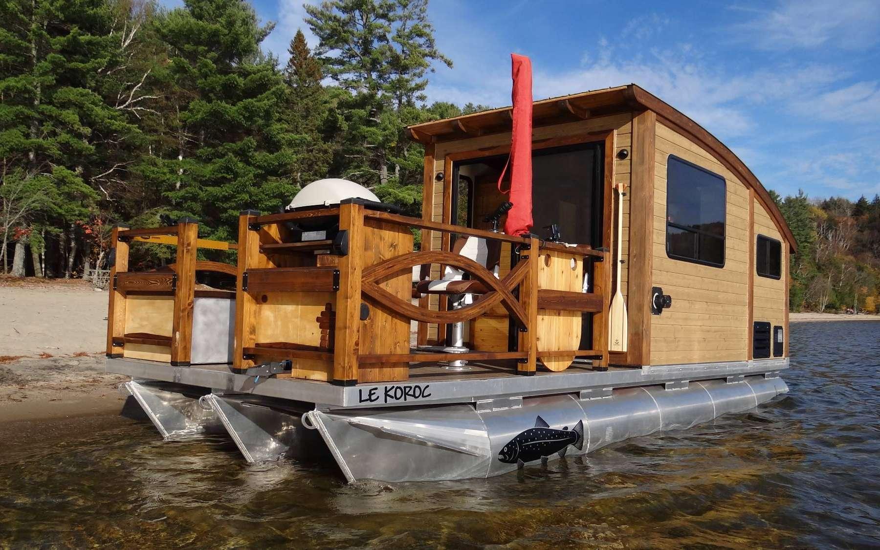 Le bateau-maison Le Koroc est transportable sur une remorque. © Daigno