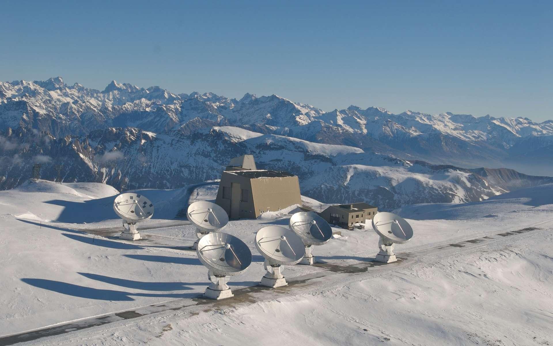 Les six antennes de 15 mètres de l'observatoire interférométrique du plateau de Bure, dans les Alpes. © Iram/Rebus