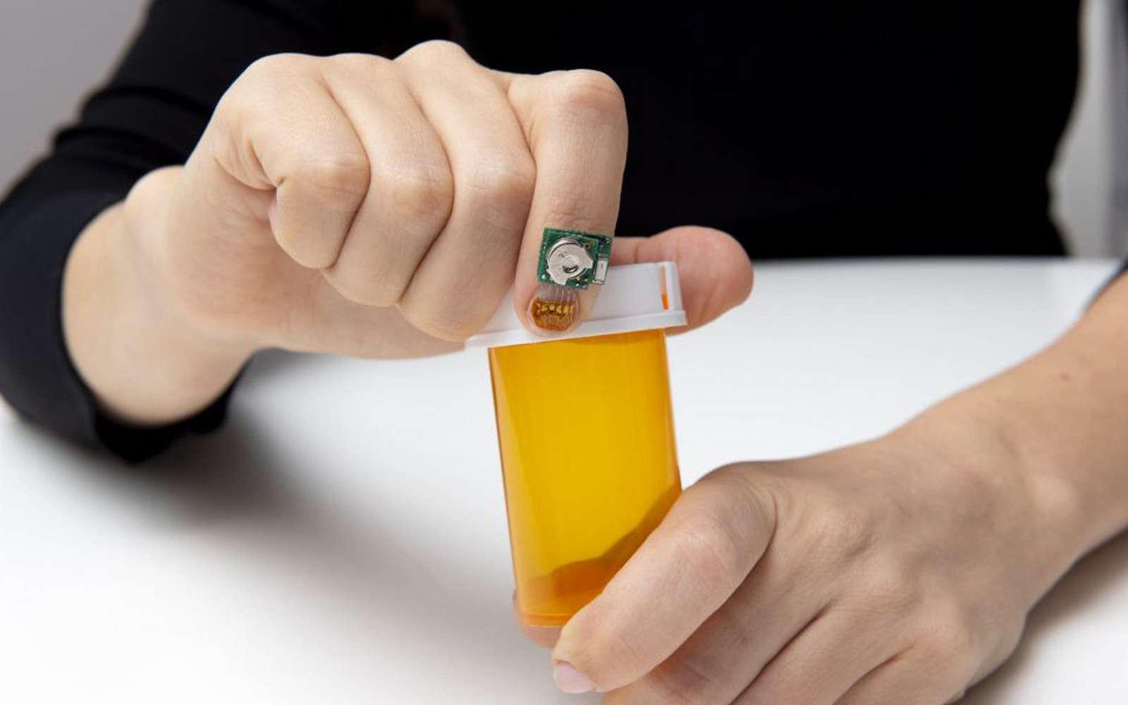 Fixé sur l'ongle, ce capteur est plus solide que ceux posés sur la peau © IBM Lab