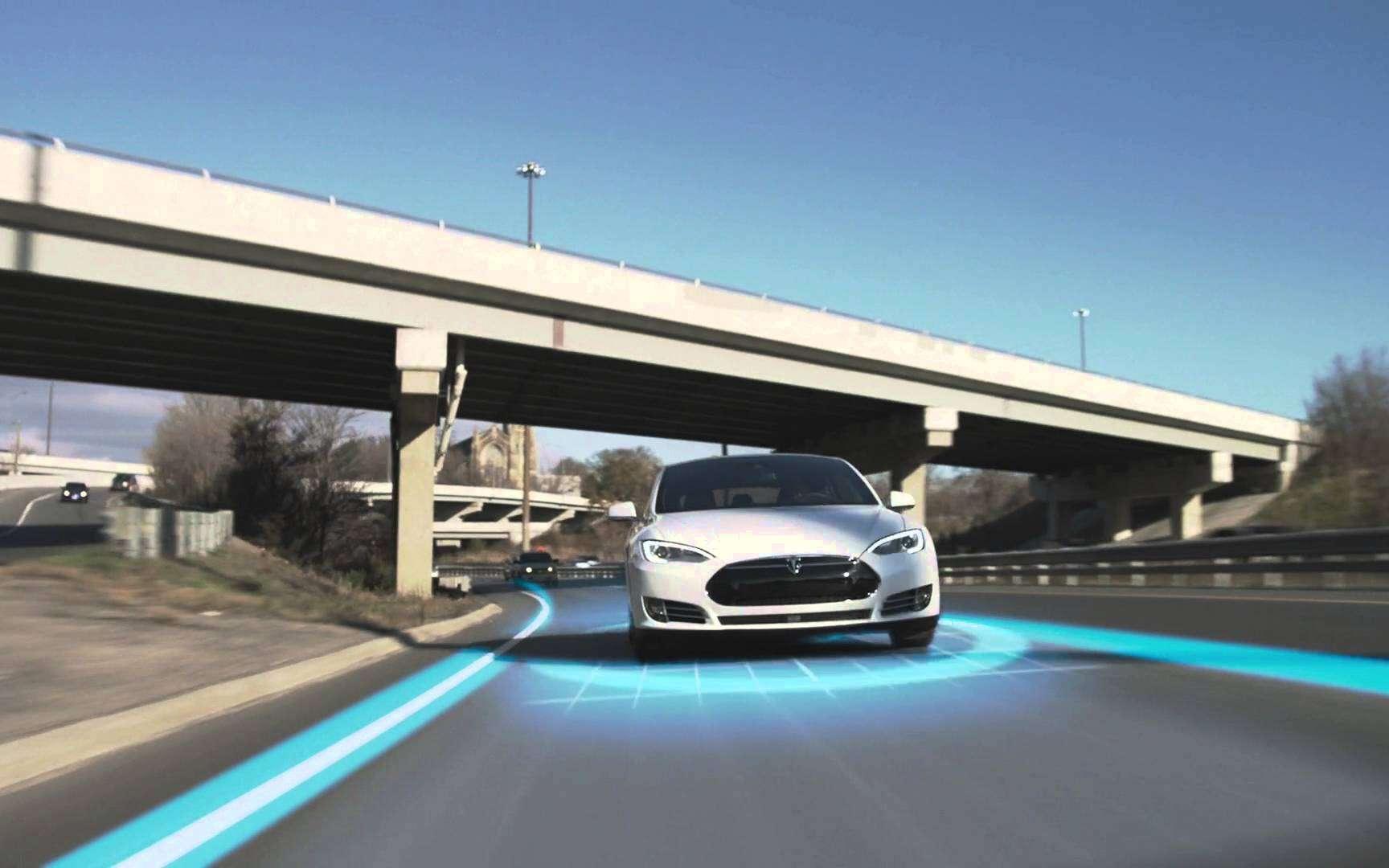 Tesla modèle S avec la fonction Autopilot. © Tesla