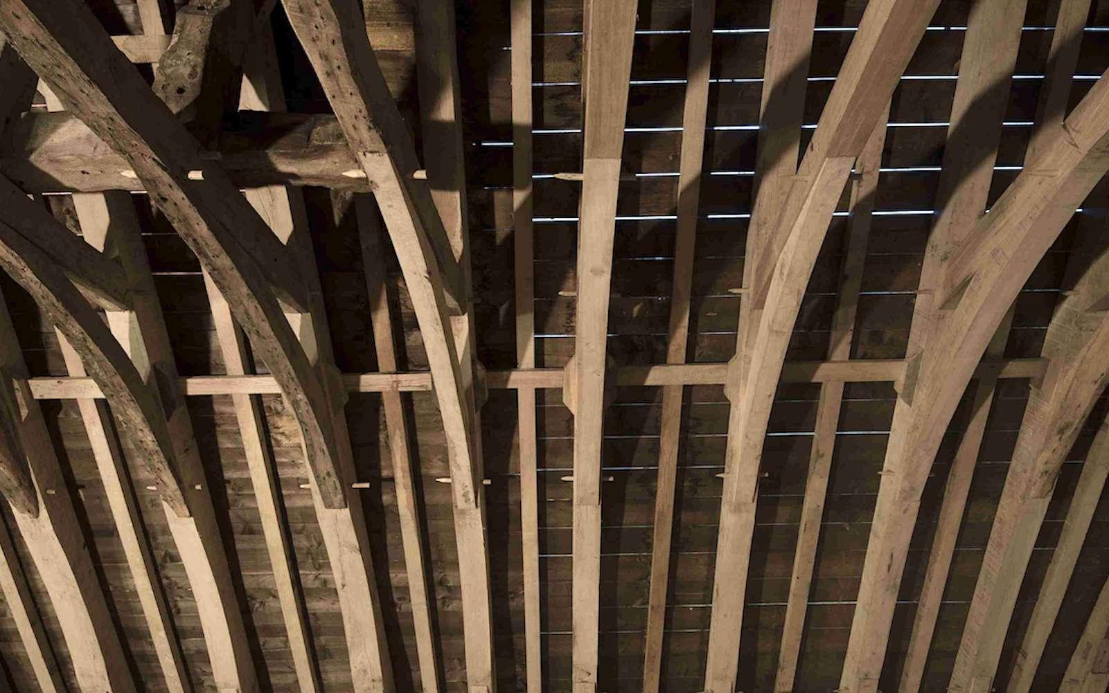 Charpente en rénovation de la Chapelle des Marais © Charpenterie Ty Coat