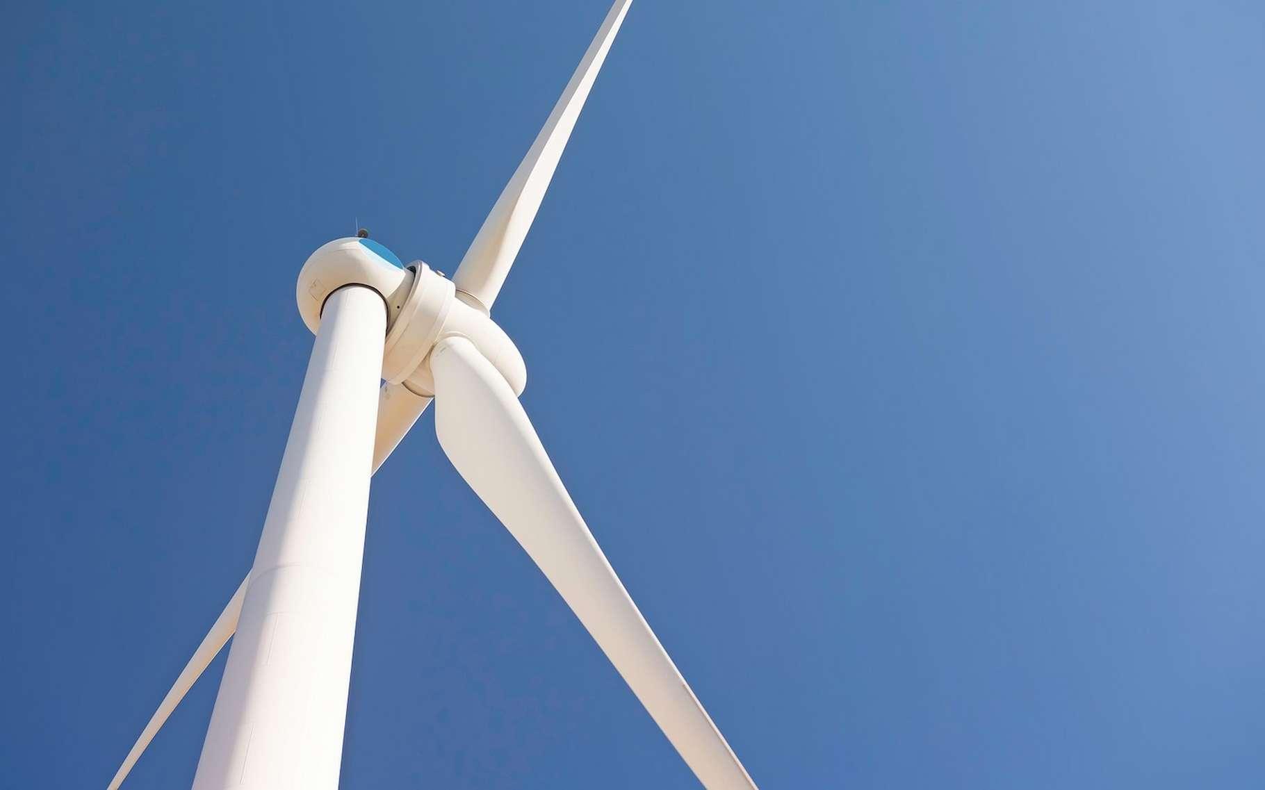 Même si les pales des éoliennes ne représentent qu'une faible part de leur poids total, leur recyclage pose problème. Un problème que l'arrivée sur le marché de composites thermoplastiques devrait aider à résoudre. © www_slon_pics, Pixabay License