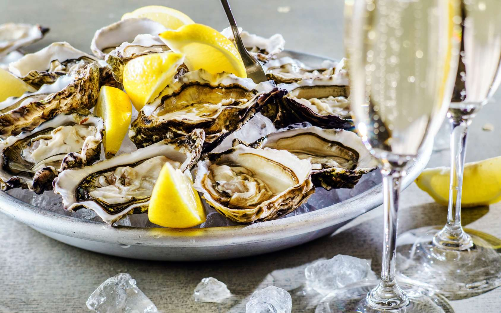 Comment ouvrir des huîtres sans se blesser. © Maksim Shebeko, Fotolia