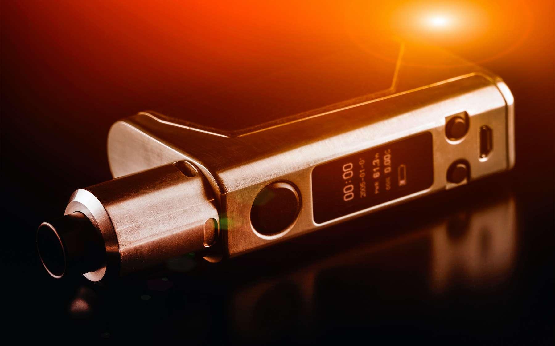 Après le grille-pain et l'oreiller connecté, la cigarette électronique est elle aussi en train de devenir un produit high-tech. Mises au point dans les années 2000, les premières e-cigarettes...