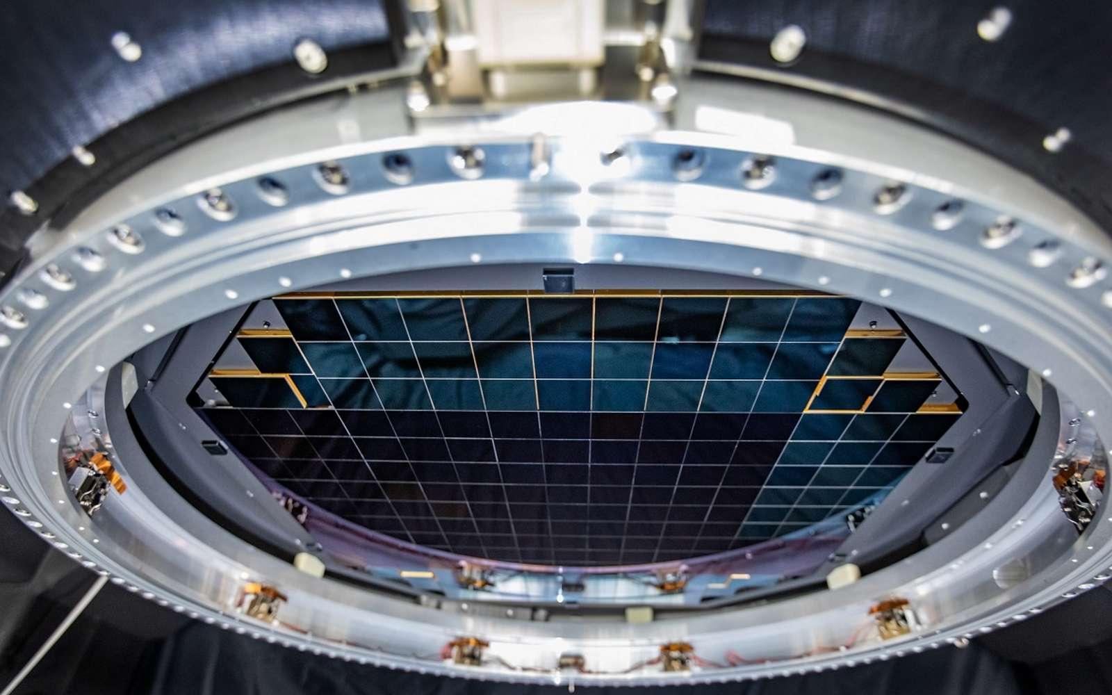 Pour atteindre 3.200 mégapixels, la caméra est composée d'un assemblage de 189 capteurs individuels. © SLAC National Accelerator Laboratory